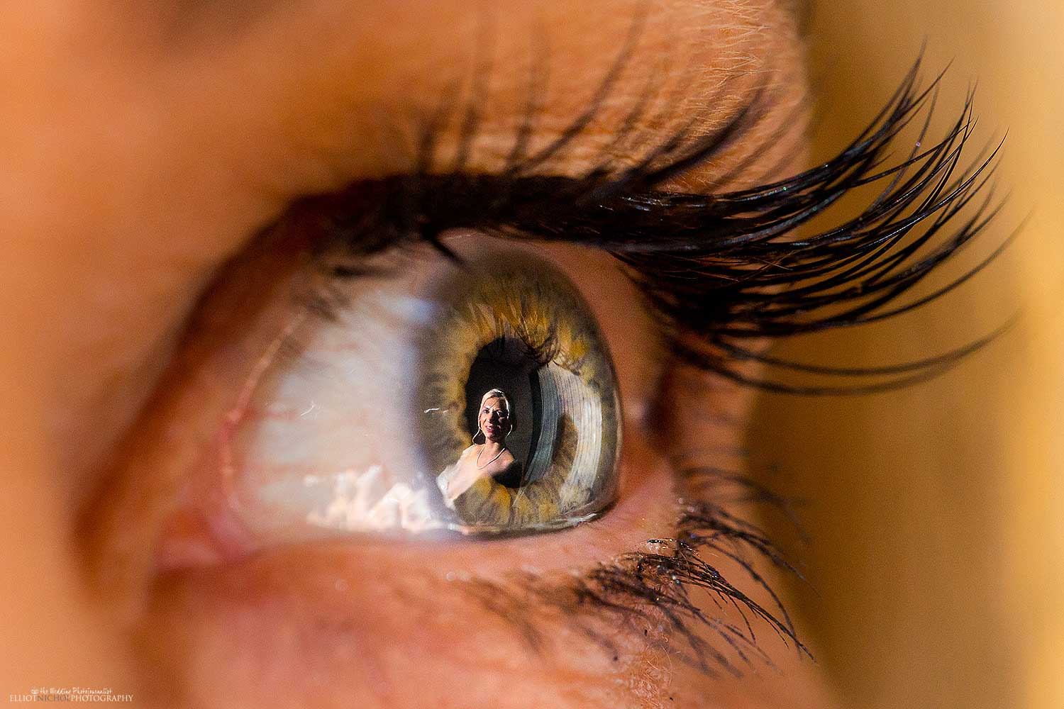 Reflection of the bride in her mothers eye. Photo by Wedding Photographer Eliiot Nichol.