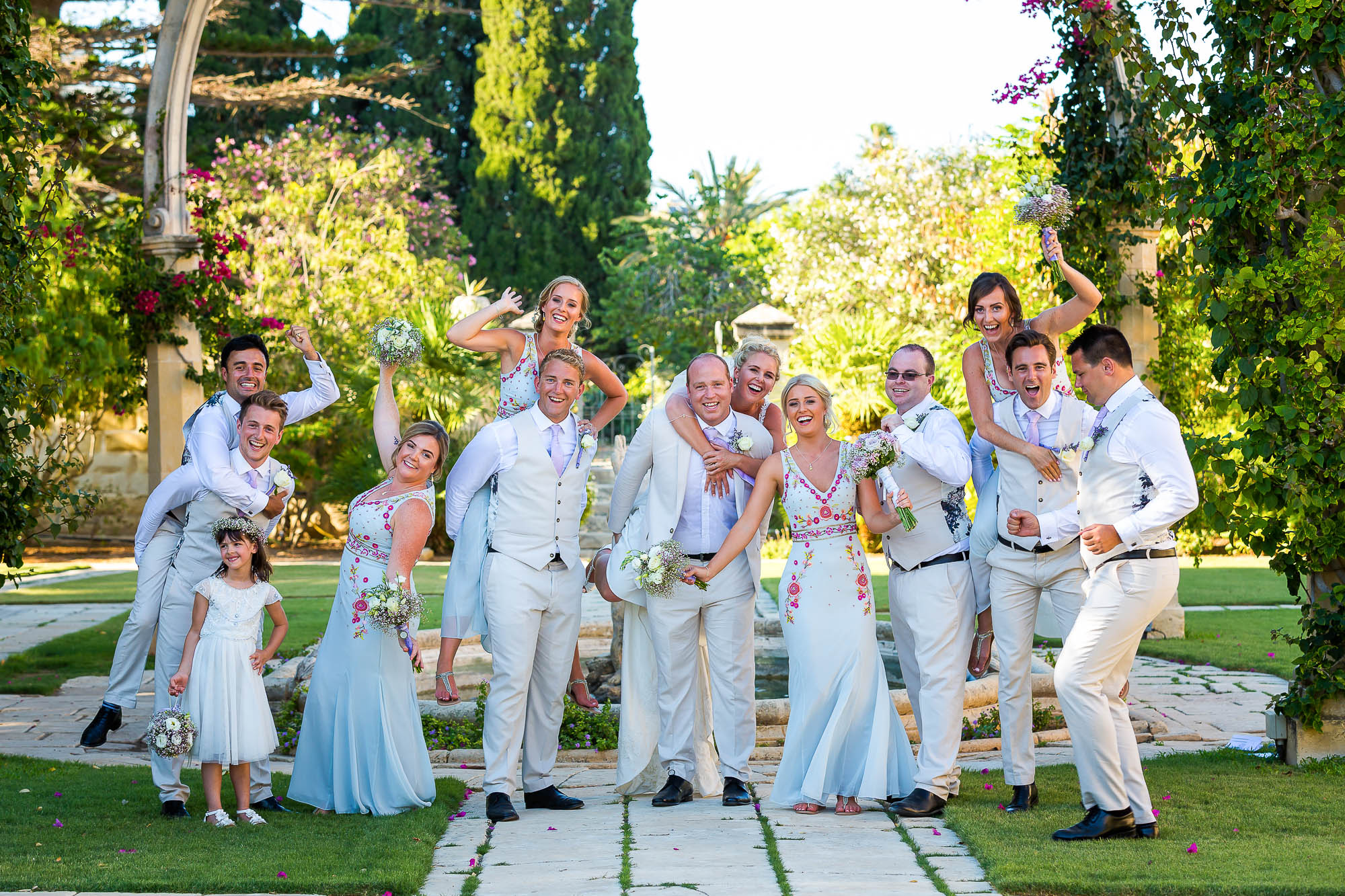 Wedding party group photo. Photo by Elliot Nichol Photography.