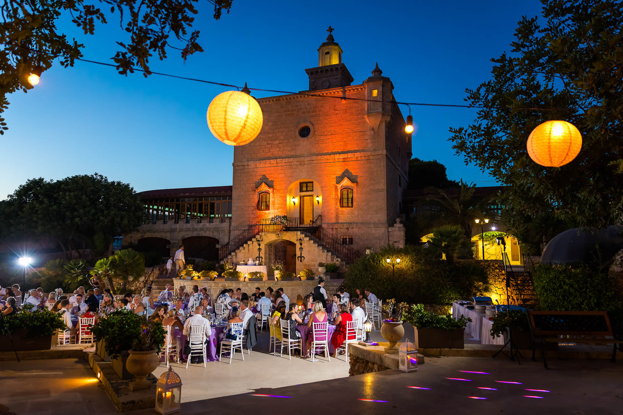 Evening wedding reception. Photo by destination wedding photographer Elliot Nichol.