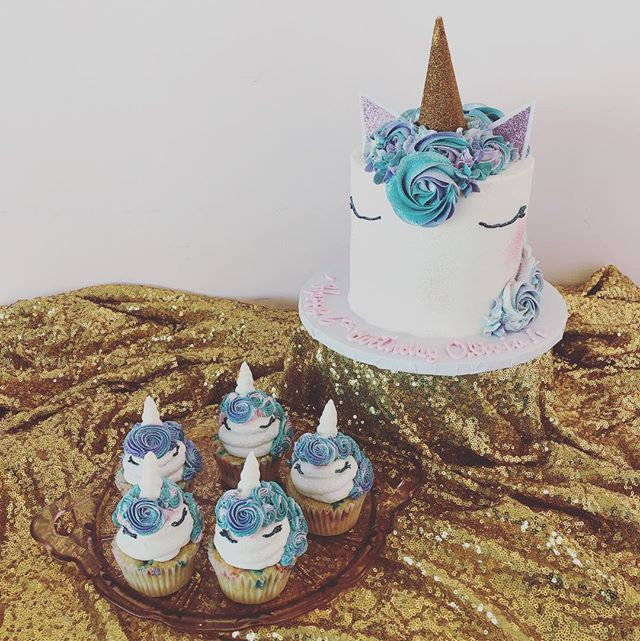 There is something just so magical about #unicorncakes, then add cupcakes to the mix... you have to stop to take a second & snap a picture! Hope your weekend is glittery and bright! #beachesdessertplace #alleycakes #madefromscratch #madewithlove #unicorns🦄 #cupcakes #glittery #magical