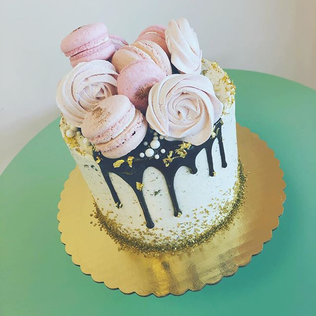 When birthdays and the day of love meet 😍 Come by and grab some sweets for your sweetie today from 11am-8pm! #beachesdessertplace #madefromscratch #madewithlove #livingmypassion #alleycakes #sweettreats