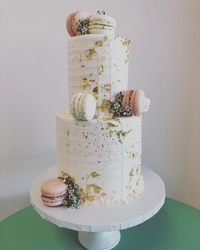 When cake can be an art piece👩‍🍳😍👩‍🎨 #ilovemyjob #livingmydream #passiondriven #alleycakes #madefromscratch #madewithlove #beachesdessertplace