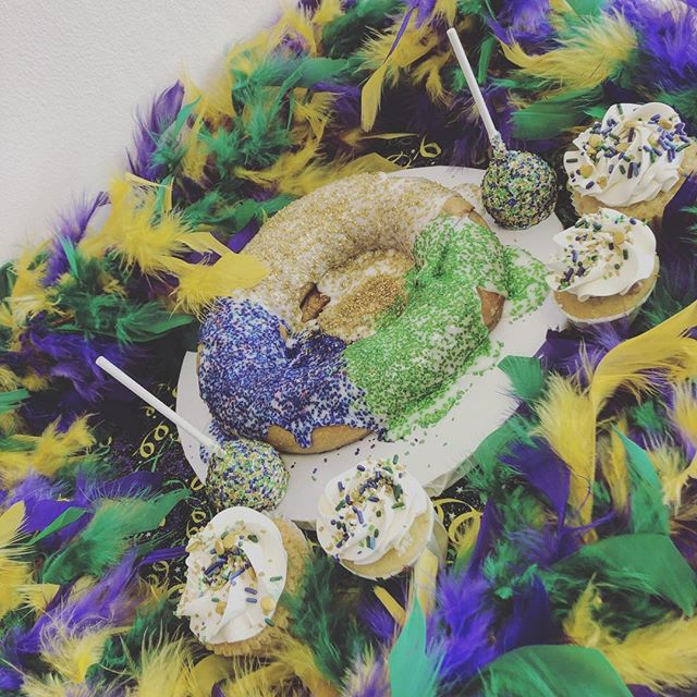 Throw on some beads and celebrate like you are in New Orleans! I know I wish I was!! Come by and get cupcakes, macarons, and cake pops dressed for the occasion! Or just grab yourself a Classic Homemade King Cake! #alleycakes #madefromscratch #madewithlove #beachesdessertplace #mardigras2019 #fattuesday
