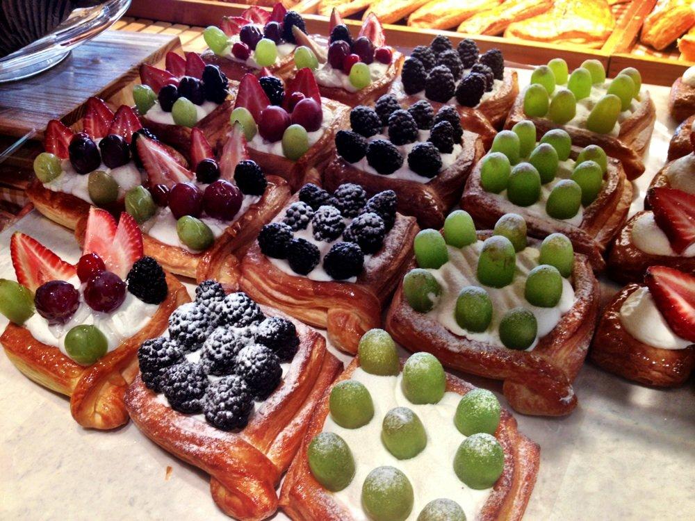 Tour Les Jours pastry options