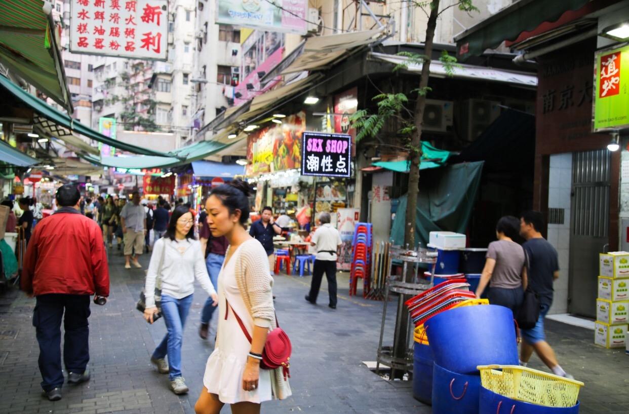 Temple Street Night Market Browsing, Kowloon