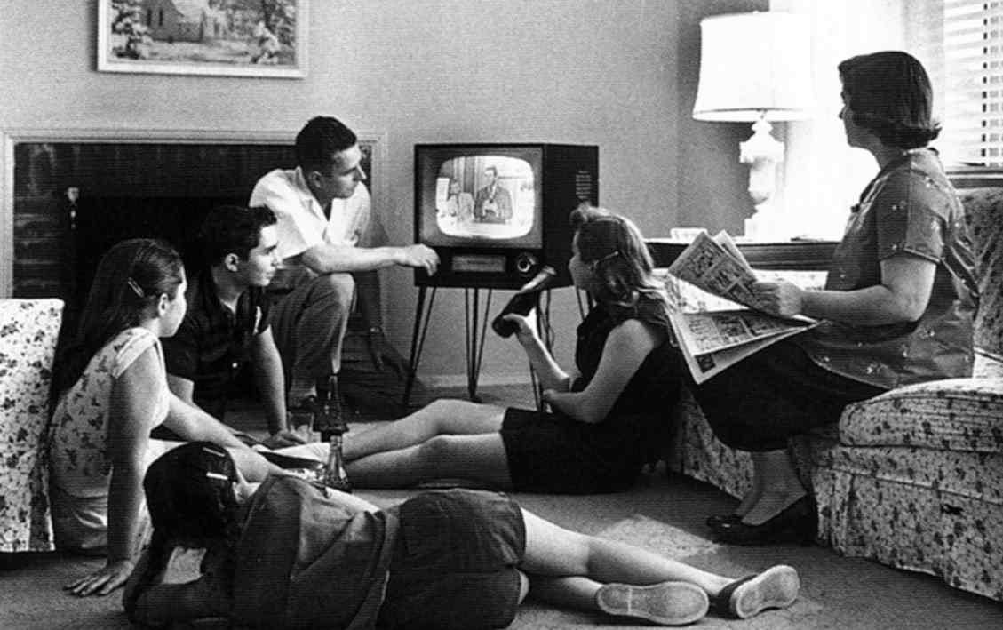family_watching_tv_582.jpg