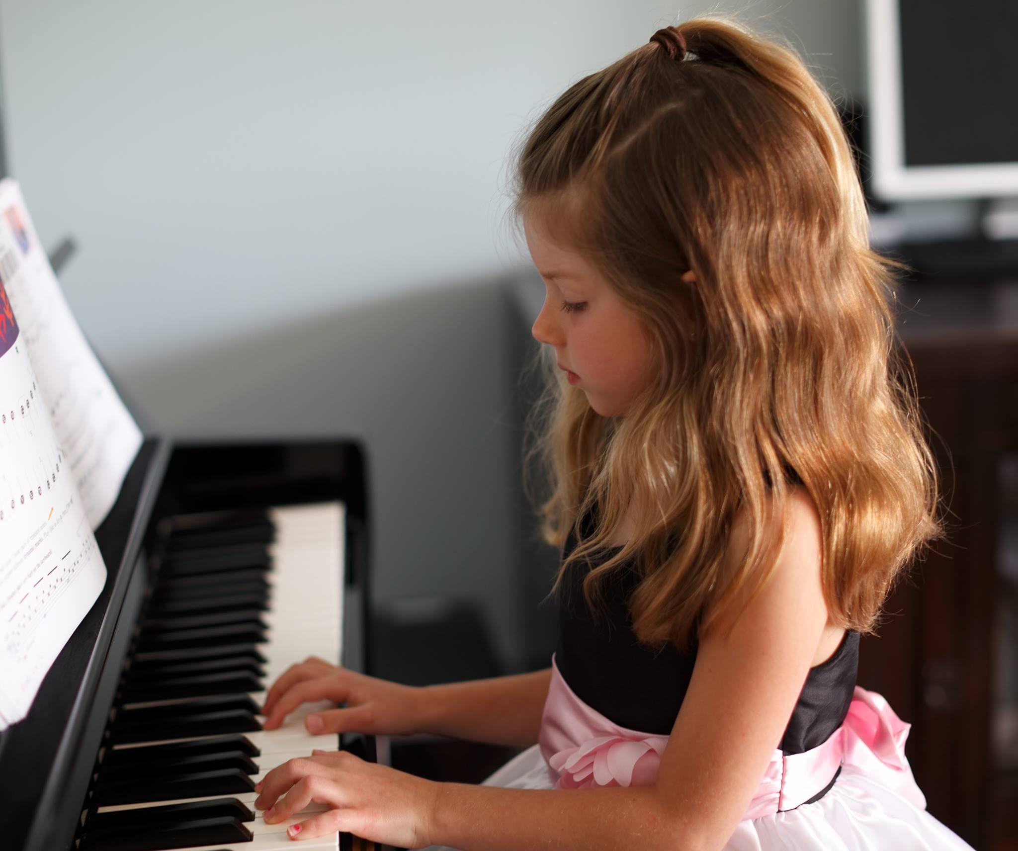 Emiliana (age 5) at Hummingbird Music School's Spring Recital 2015