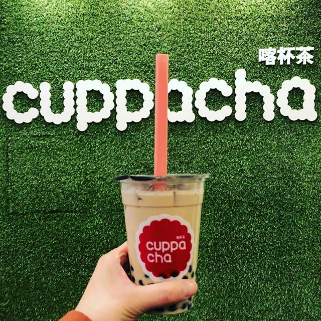 Don't forgot to grab a cuppa when you are around @chinatownlondon like @madforthree for theatre 🎭day out. Lovely post @madforthree . . . #cuppacha #bubbletea #pearlmilktea #oolingmilktea #boba #tapioca #theatre #london #londonfood #chinatown #chinatownlondon