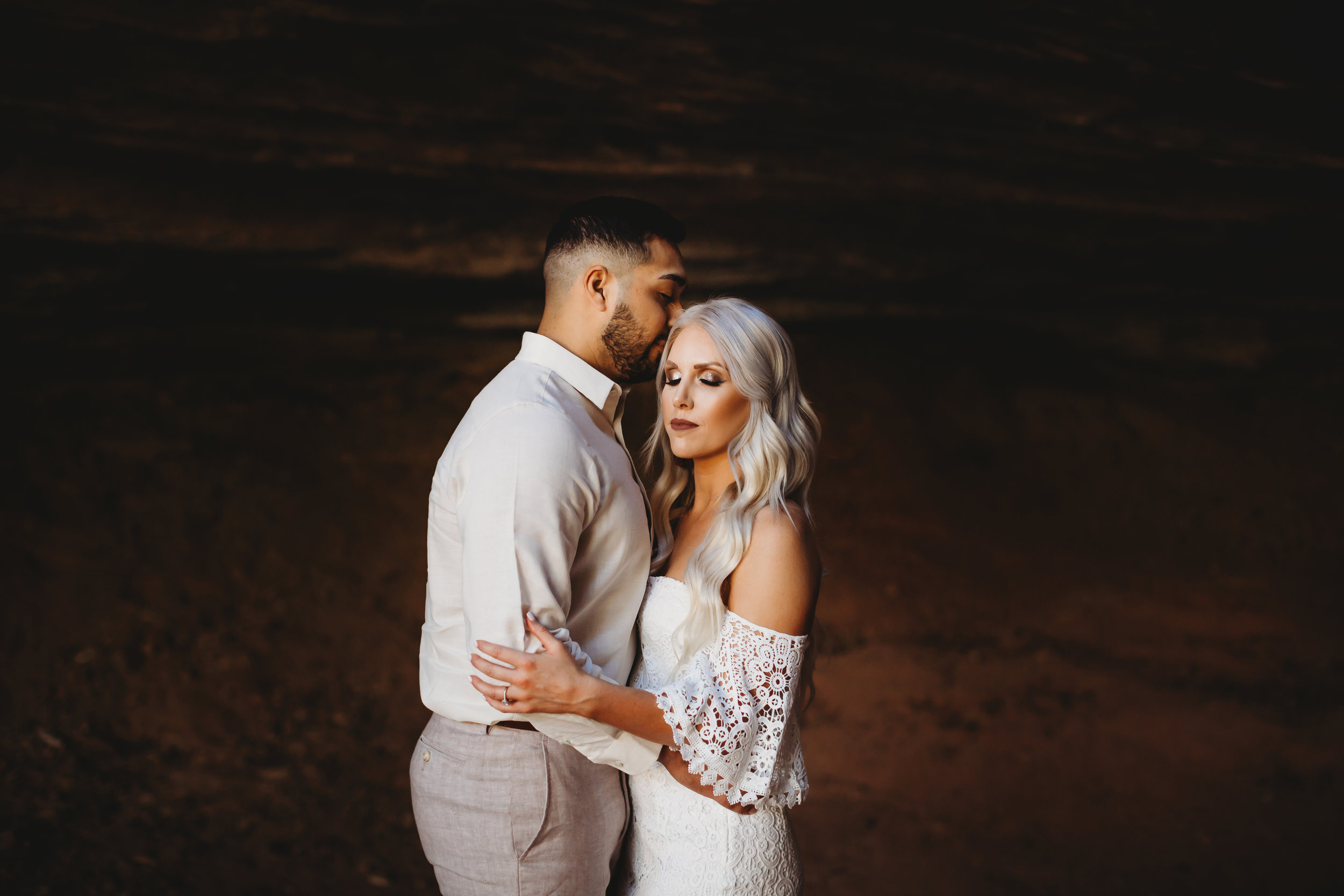Casual neutral outfits in front of red rock with a kiss on the forehead #engagementphotos #riverfalls #engaged #personality #amarillotexas #engagementphotographer #lifestylephotos #amarillophotographer #locationchoice #texasengagementphotos #engagment #tealawardphotography #wildliferefuge