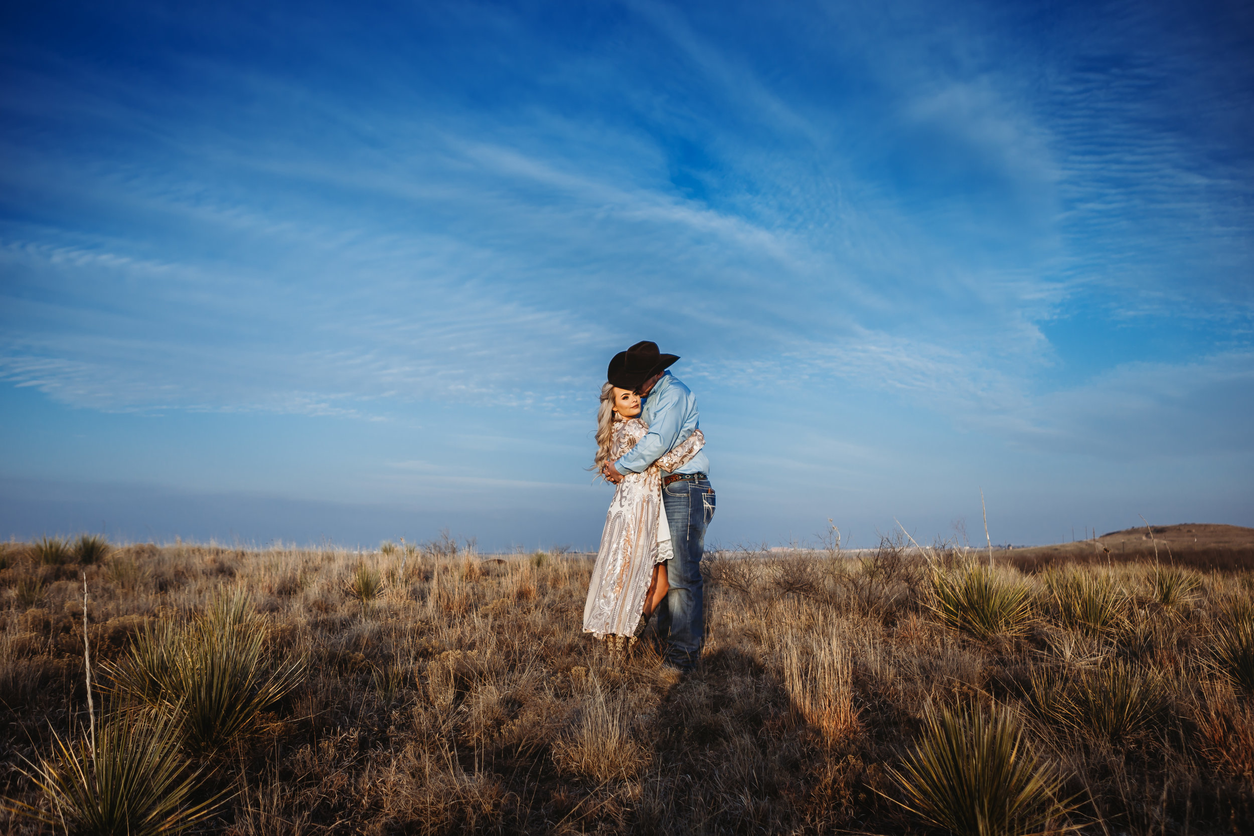 Engaged couple kissing on top of a plateau like they are the only ones on the earth #engagementphotos #engaged #personality #amarillotexas #engagementphotographer #lifestylephotos #amarillophotographer #locationchoice #texasengagementphotos #engagment #tealawardphotography #westernstyle