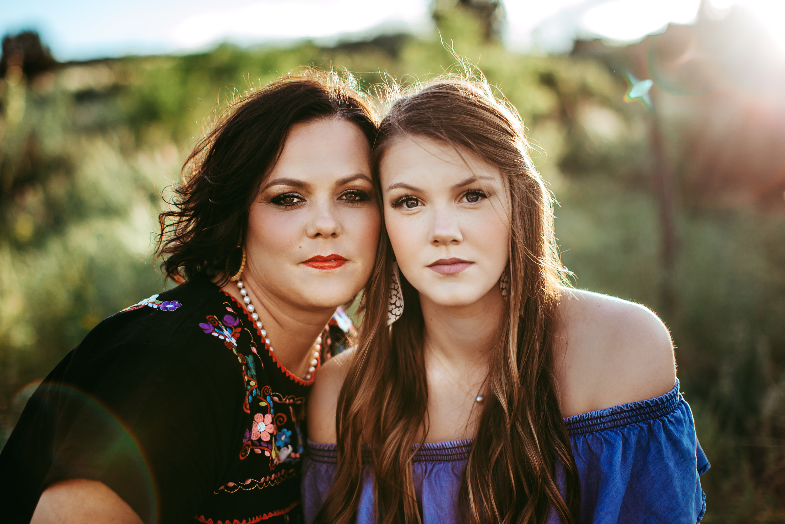 Close up of mother and daughter focusing on their features and similarities in their faces #tealawardphotography #texasfamilyphotographer #amarillophotographer #amarillofamilyphotographer #lifestylephotography #emotionalphotography #familyphotosoot #family #lovingsiblings #purejoy #familyphotos #familyphotographer #greatoutdoors