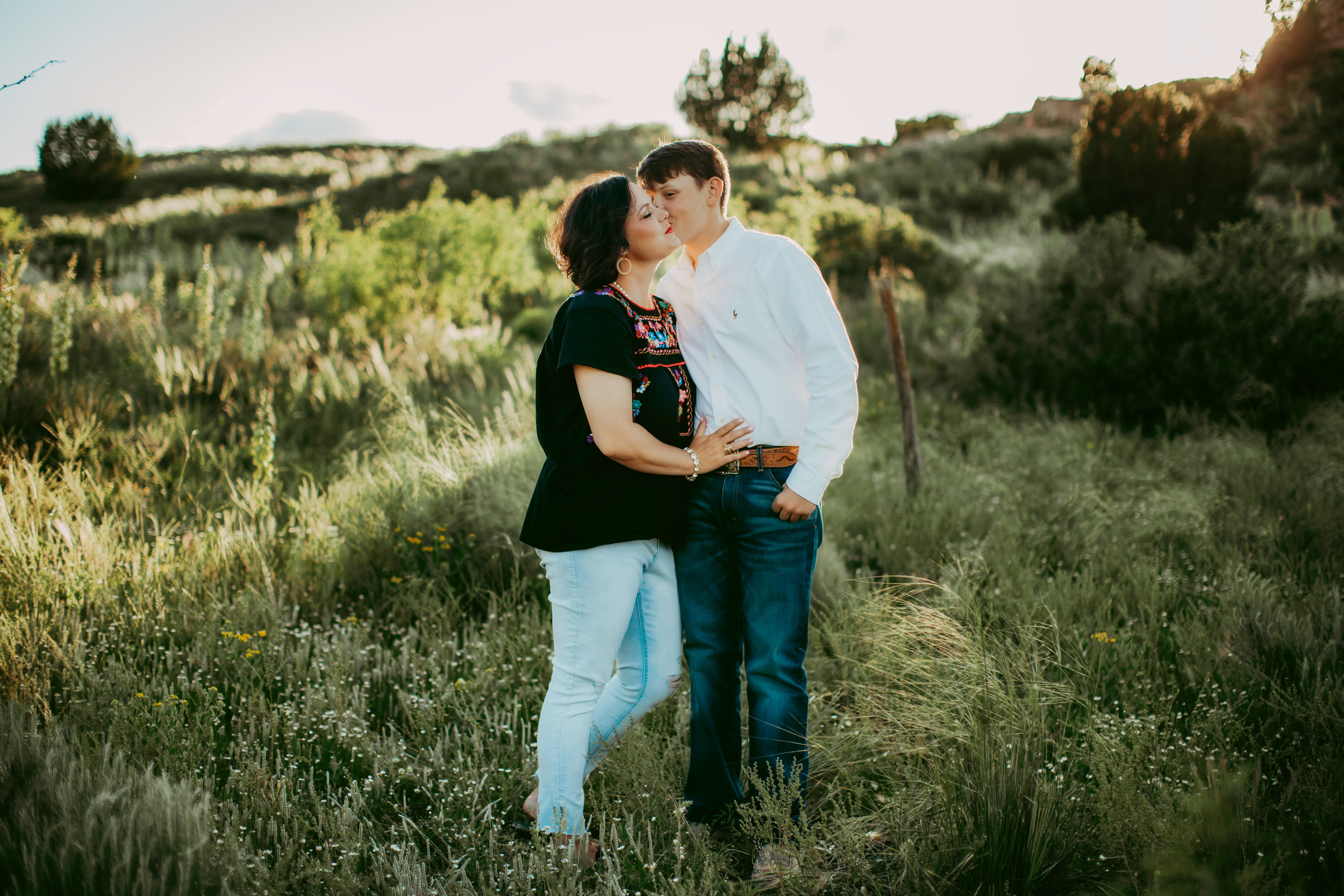 Son kissing his mom on the cheek with the sun setting behind the family ranch behind them #tealawardphotography #texasfamilyphotographer #amarillophotographer #amarillofamilyphotographer #lifestylephotography #emotionalphotography #familyphotosoot #family #lovingsiblings #purejoy #familyphotos #familyphotographer #greatoutdoors