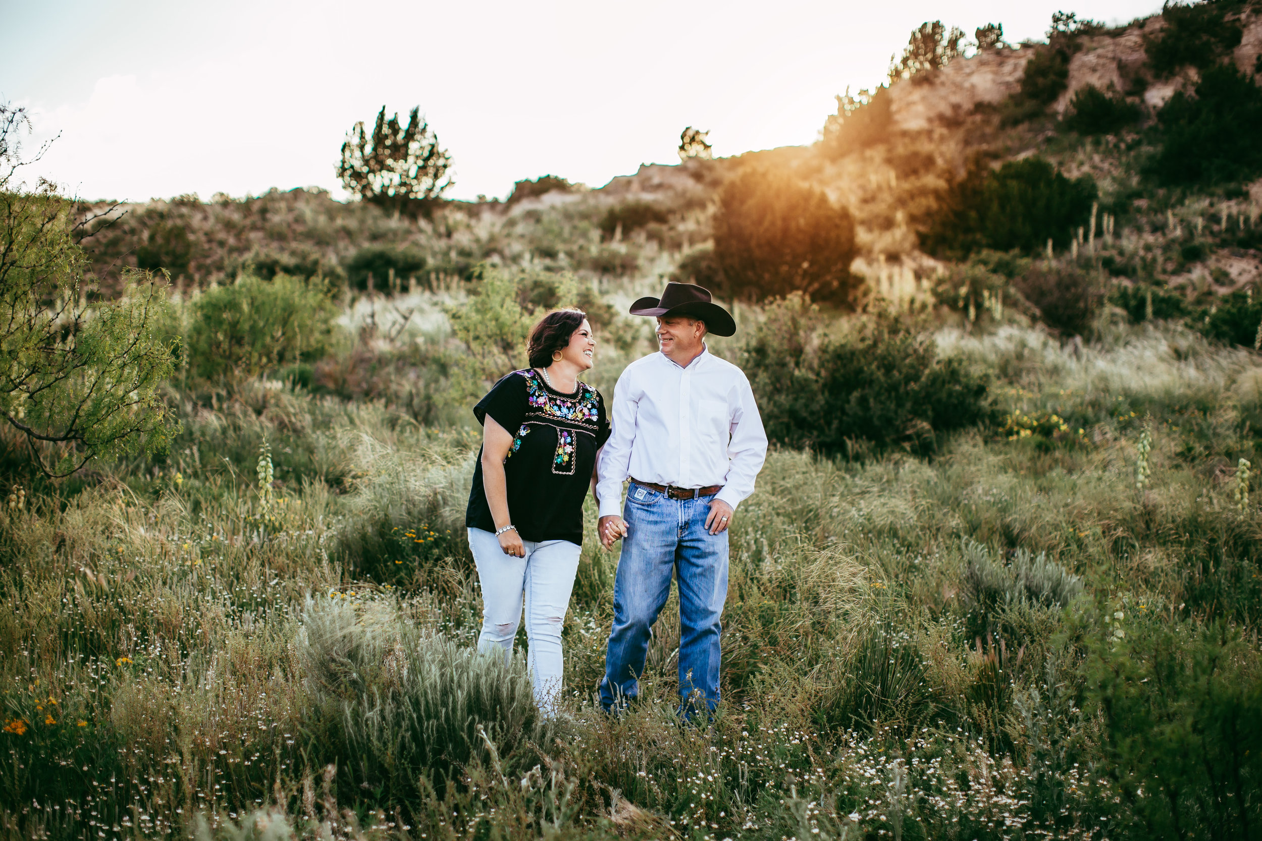 Mom and dad laughing as they walk through their family ranch #tealawardphotography #texasfamilyphotographer #amarillophotographer #amarillofamilyphotographer #lifestylephotography #emotionalphotography #familyphotosoot #family #lovingsiblings #purejoy #familyphotos #familyphotographer #greatoutdoors
