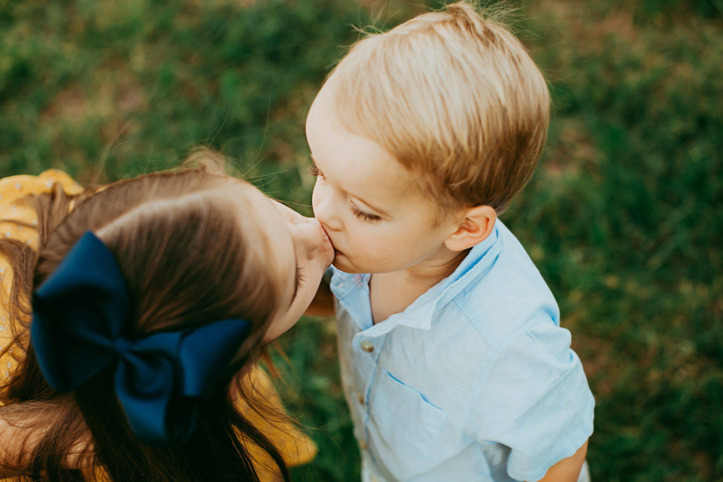 Sibling kiss between big sister and her younger brother #tealawardphotography #texasfamilyphotographer #amarillophotographer #amarillofamilyphotographer #lifestylephotography #emotionalphotography #familyphotosoot #family #lovingsiblings #purejoy #familyphotos #familyphotographer #greatoutdoors #naturalfamilyinteraction