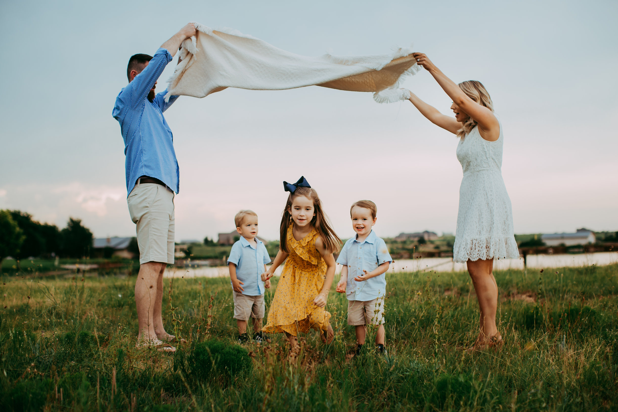 Kids running under picnic blanket wearing blue and yellow #tealawardphotography #texasfamilyphotographer #amarillophotographer #amarillofamilyphotographer #lifestylephotography #emotionalphotography #familyphotosoot #family #lovingsiblings #purejoy #familyphotos #familyphotographer #greatoutdoors #naturalfamilyinteraction