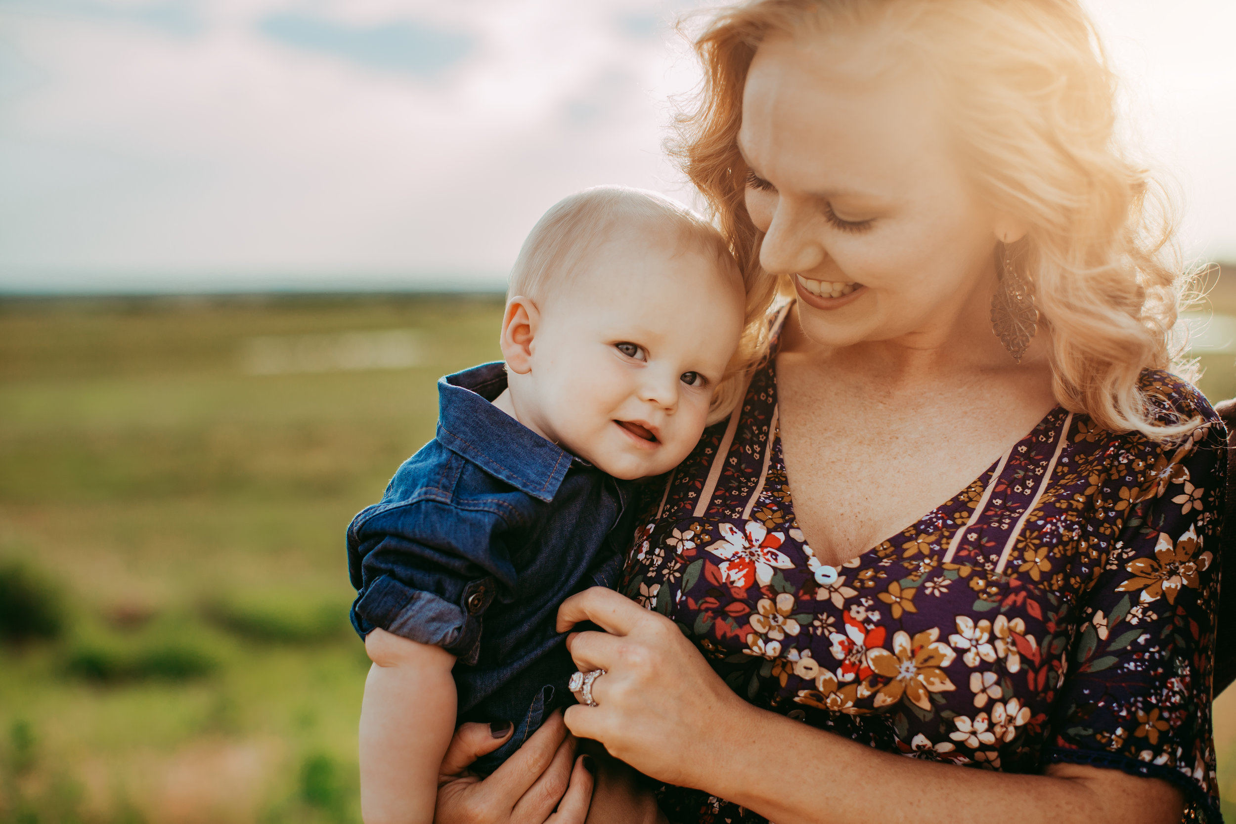 Little boy listening to mom and both smiling with the wind in their hair #tealawardphotography #texasfamilyphotographer #amarillophotographer #amarillofamilyphotographer #lifestylephotography #emotionalphotography #familyphotosoot #family #lovingsiblings #purejoy #familyphotos #familyphotographer #greatoutdoors #unposed #naturalfamilyinteraction