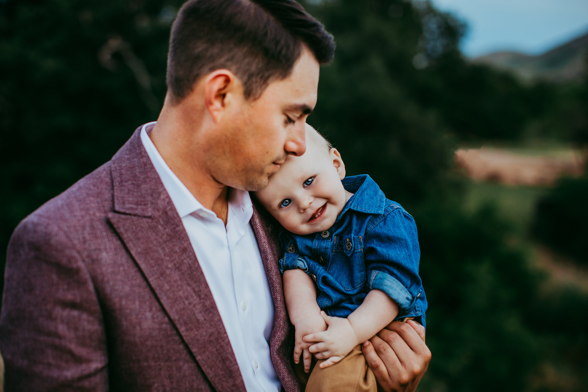 Dad and little one captured snuggling in a candid moment between them #tealawardphotography #texasfamilyphotographer #amarillophotographer #amarillofamilyphotographer #lifestylephotography #emotionalphotography #familyphotosoot #family #lovingsiblings #purejoy #familyphotos #familyphotographer #greatoutdoors #unposed #naturalfamilyinteraction