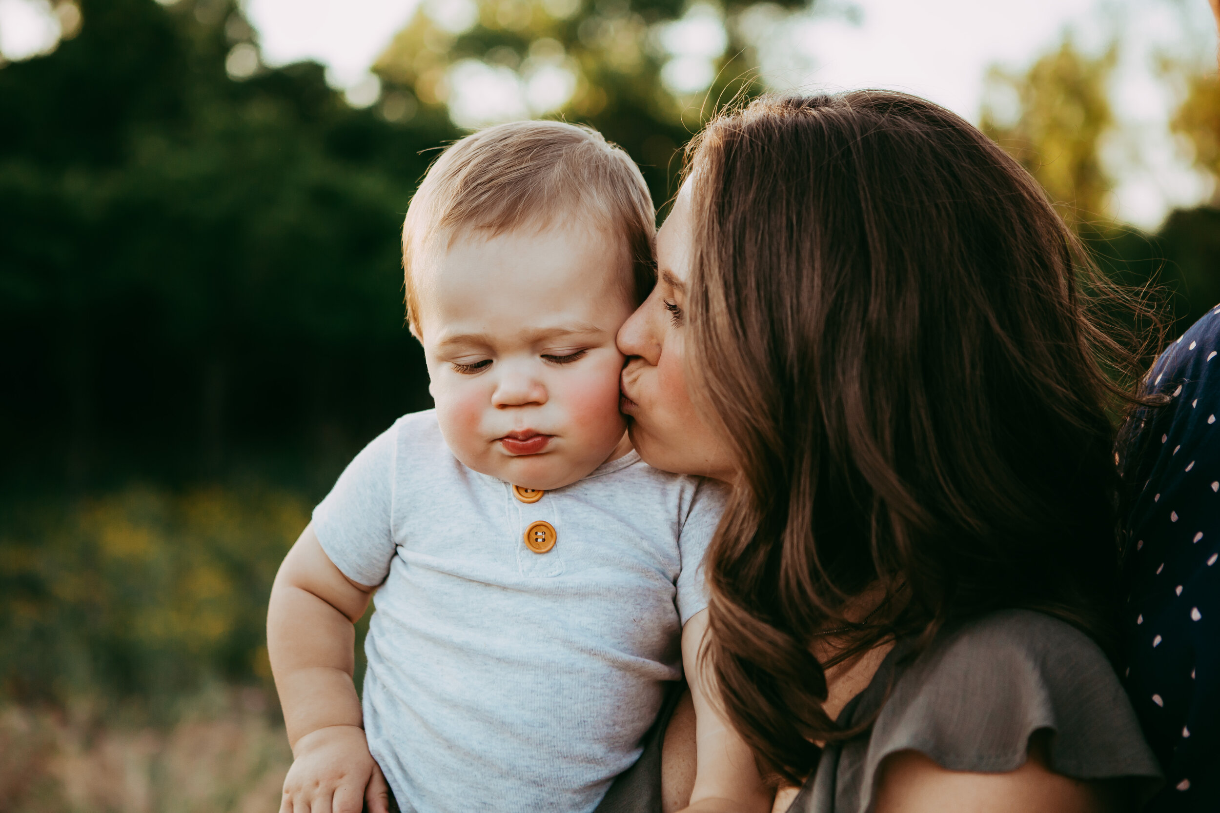 Sweet kisses between mom and her little man as the sun sets. The lighting in this picture was perfect! #tealawardphotography #texasfamilyphotographer #amarillophotographer #amarillofamilyphotographer #lifestylephotography #emotionalphotography #familyphotoshoot #family #lovingsiblings #purejoy #familyphotos #naturalfamilyinteraction