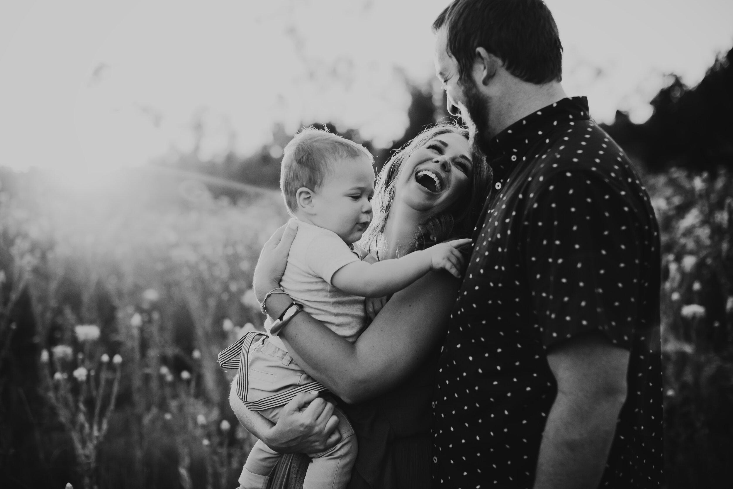 Natural moments of laughter between mom and dad while baby explores #tealawardphotography #texasfamilyphotographer #amarillophotographer #amarillofamilyphotographer #lifestylephotography #emotionalphotography #familyphotoshoot #family #lovingsiblings #purejoy #familyphotos #naturalfamilyinteraction