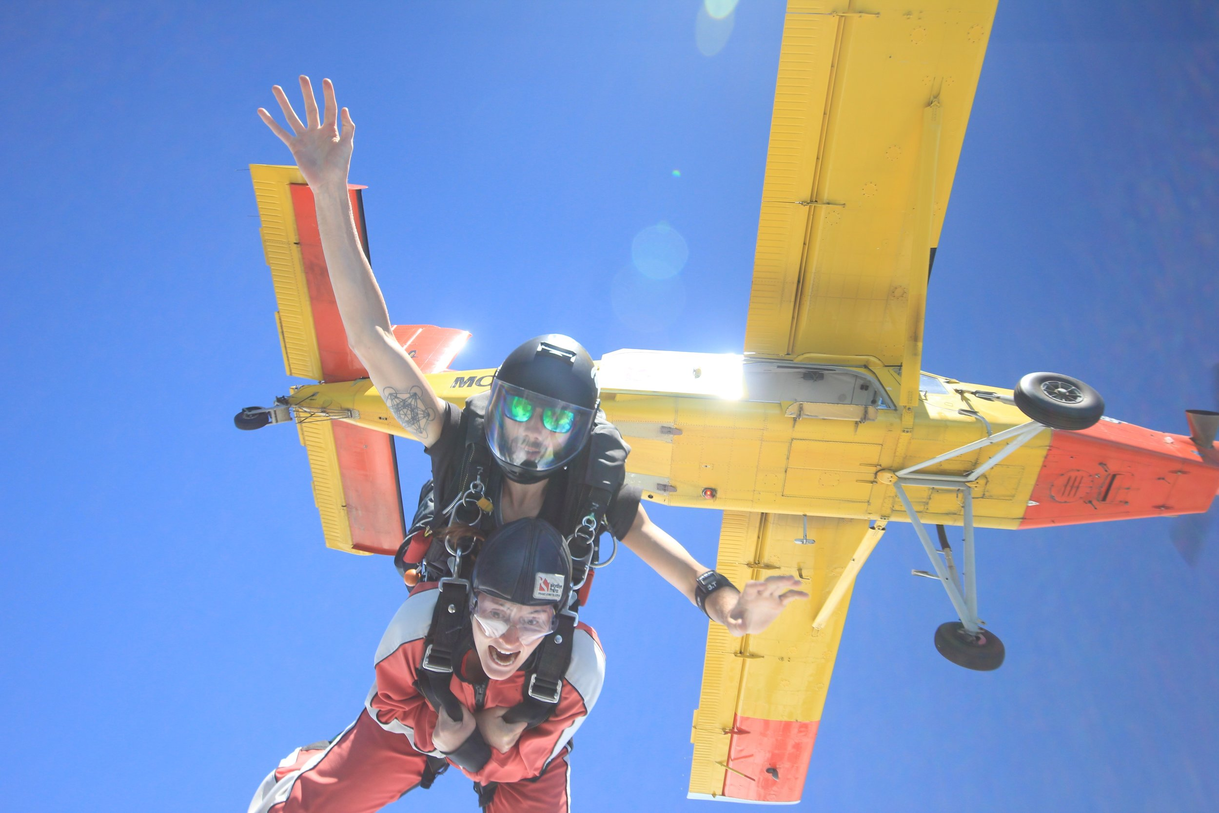 """Kelly after skydiving: """"It was oddly relaxing, I didn't feel afraid""""..."""