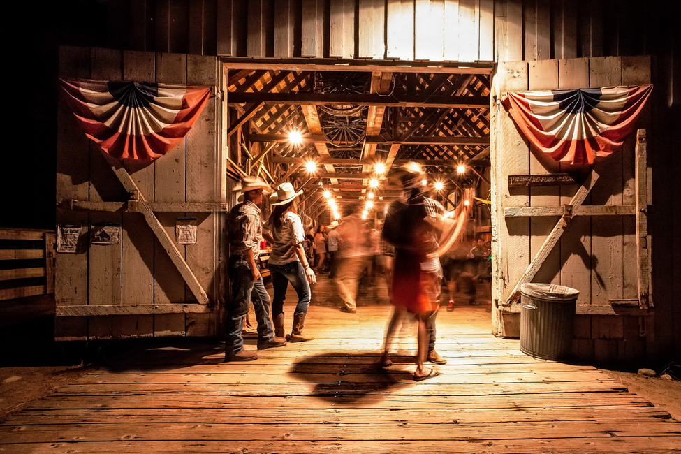 YR28--Leonard, Kristal, Last Dance, Wawona Barn.jpg