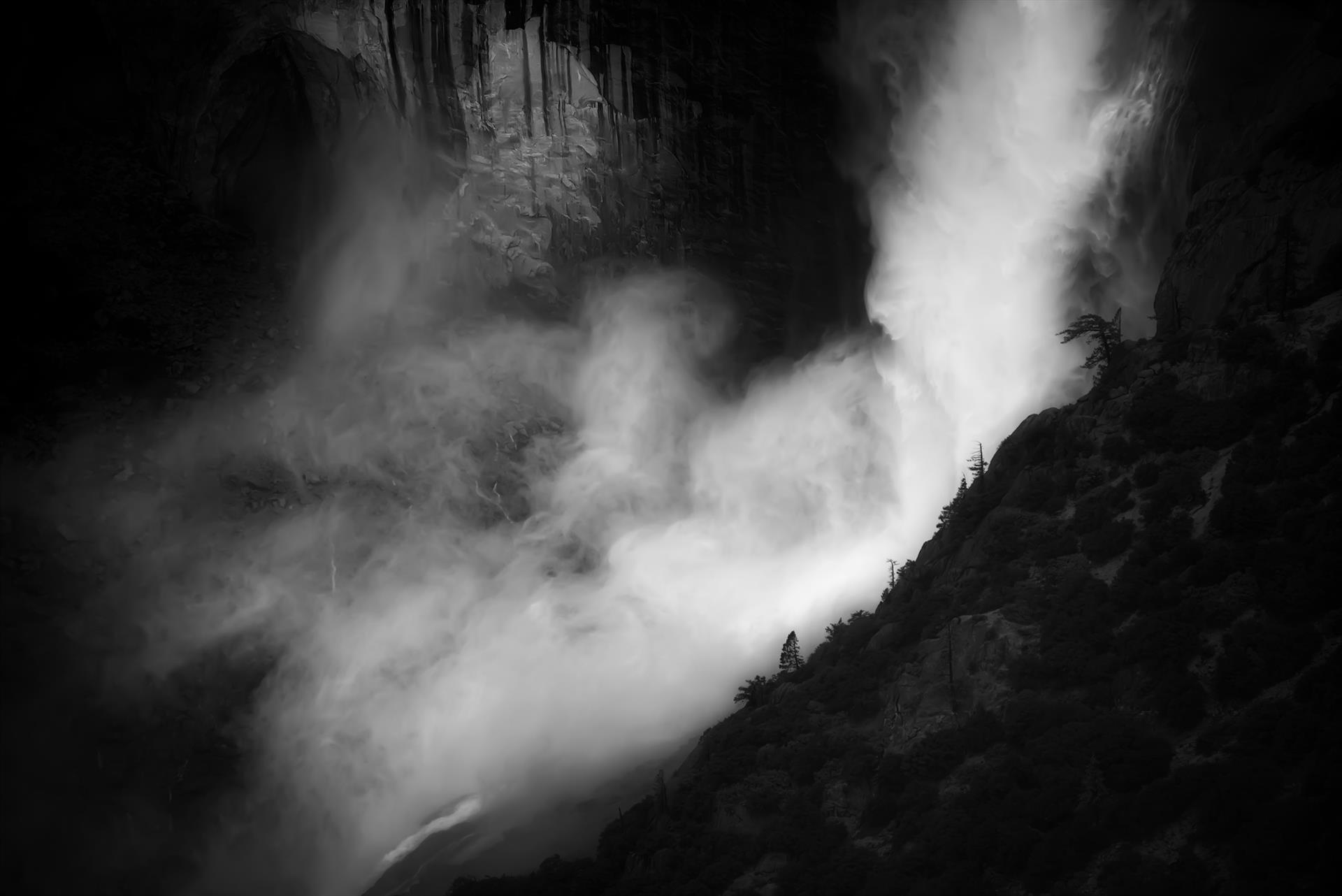 8689-upper_yosemite_fall_spray-1113201619-39923.jpg