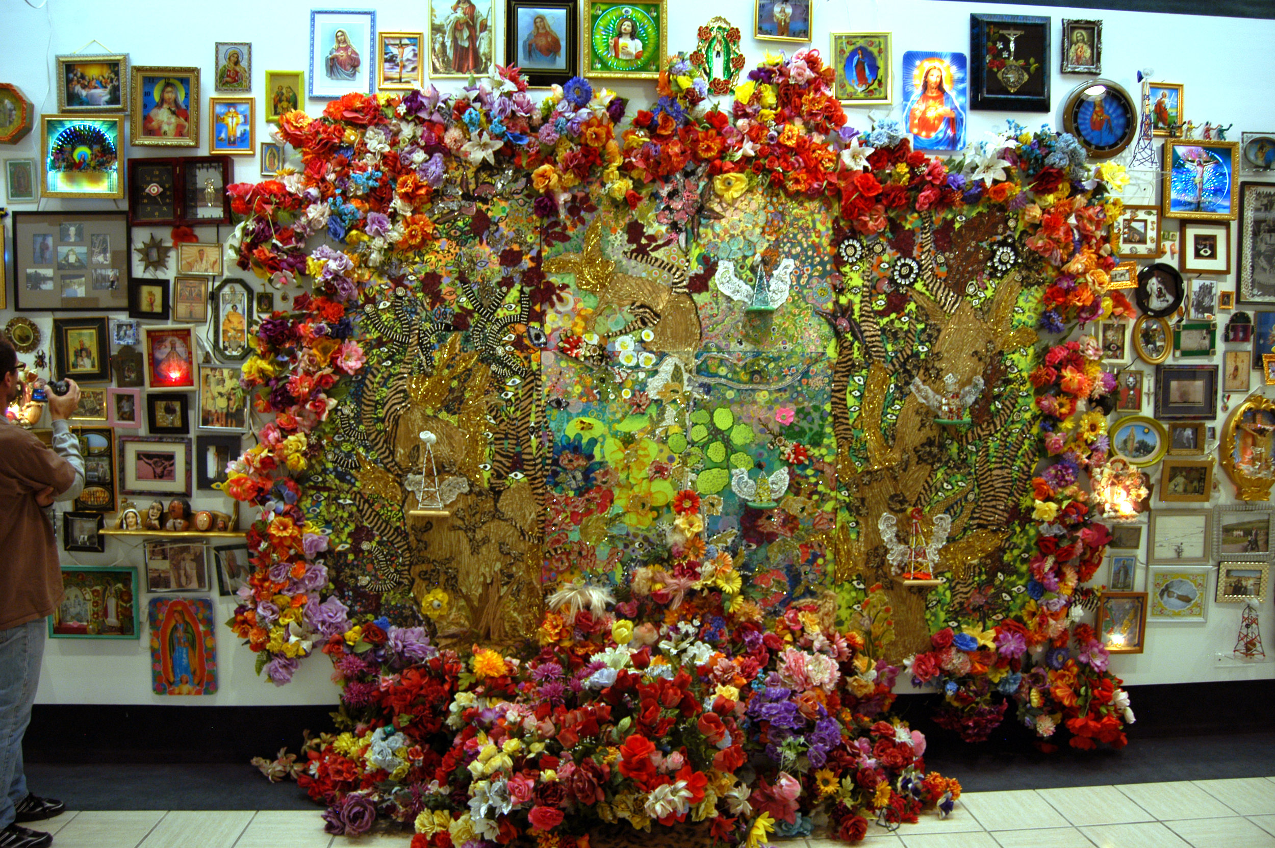 """""""The Wall"""" middle view  Mixed media, Recycled flowers from graveyards in Mexico  Variable dimension"""