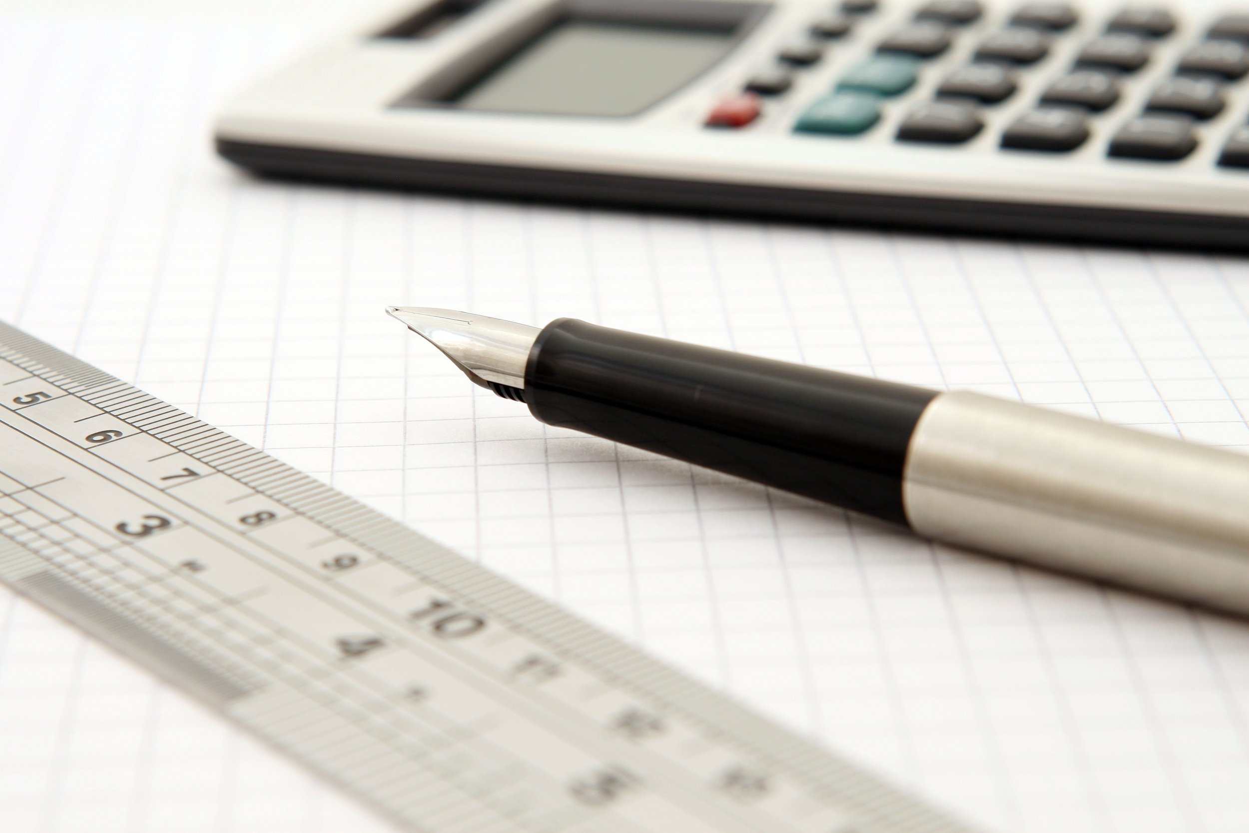 calculator-close-up-fountain-pen-159722.jpg