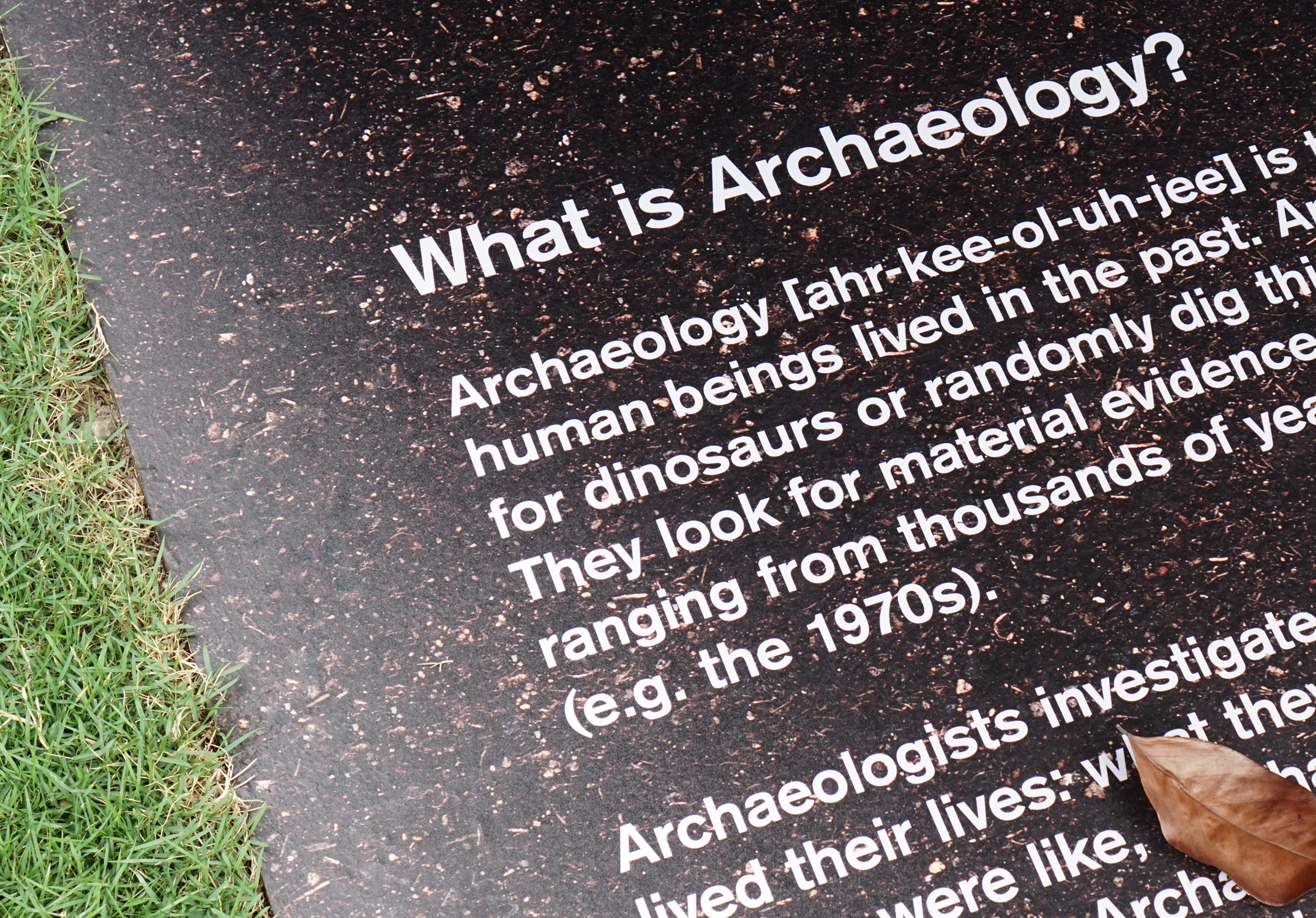ARCHAEOLOGY IN SINGAPORE In collaboration with Heleston Chew.
