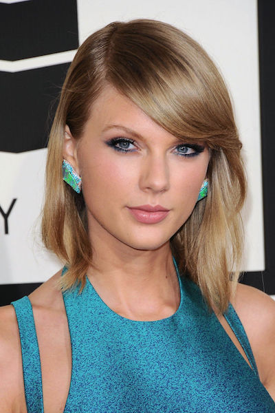 Taylor Swift in a reverse smokey teal eye look