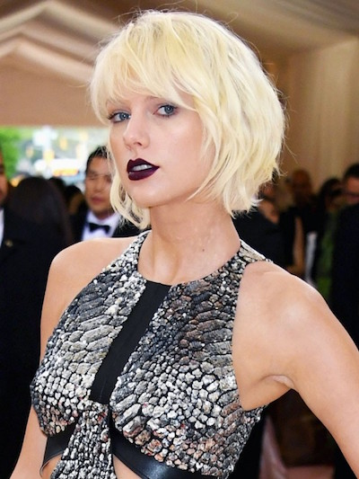Taylor Swift opts for a vampy lip and we love it!