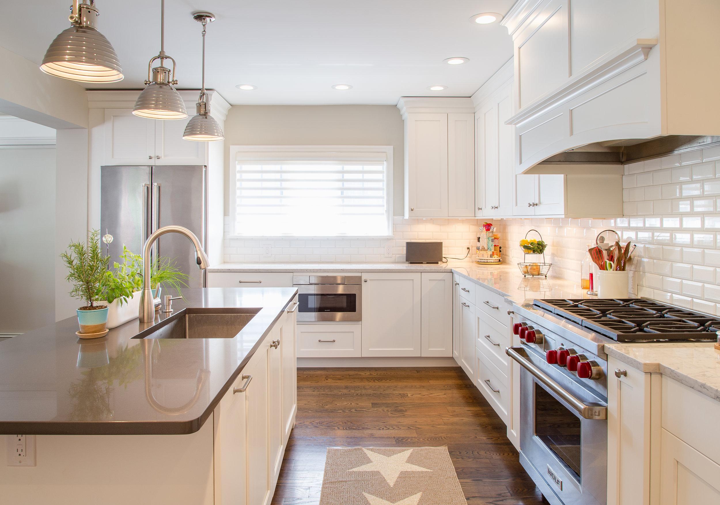 wood-floors-tiled-backsplash-advanced-hood-range