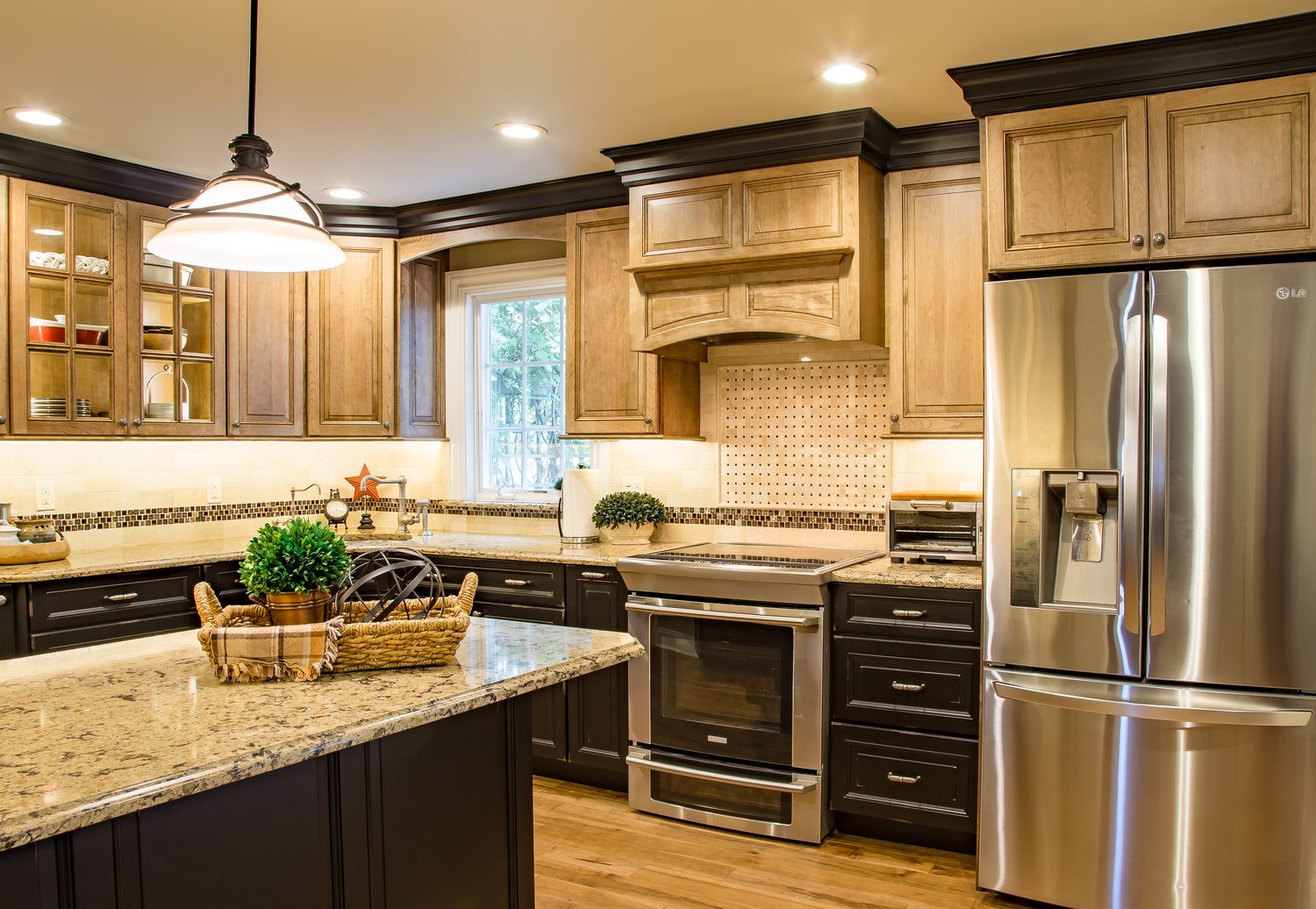 farmhouse-transitional-2-color-cabinets.jpg
