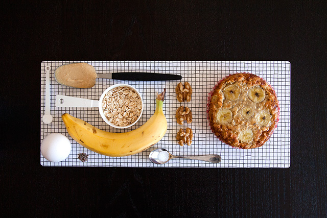Banana pancakes with peanut butter and walnuts. Bananpannkakor med jordnötssmör och valnötter.  Det blir bara pannkaka.