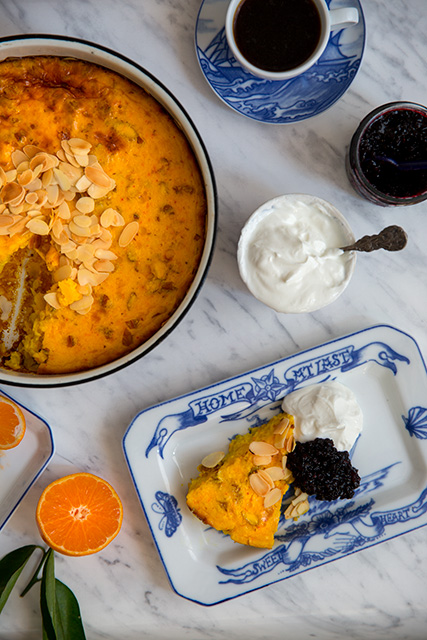 Saffron pancake with elderberry jam and whipped cream. Saffranspannkaka med fläderbärssylt och yoghurtgrädde. Det blir bara pannkaka.