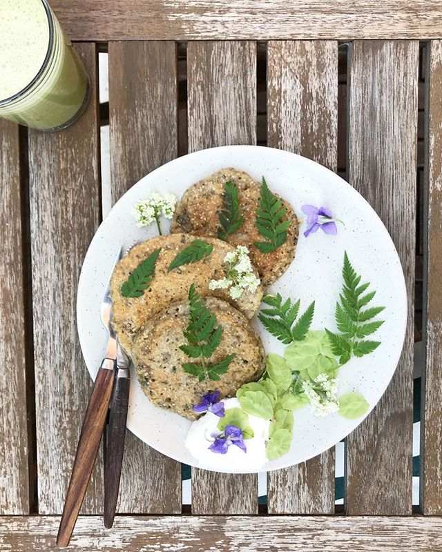 This time of the year. When you go for a short walk in the woods - and return 3 hours later with half the forest. Result: nettle pancakes with sweet cicely (leaves and flowers), elm fruit and forest violets. So good!