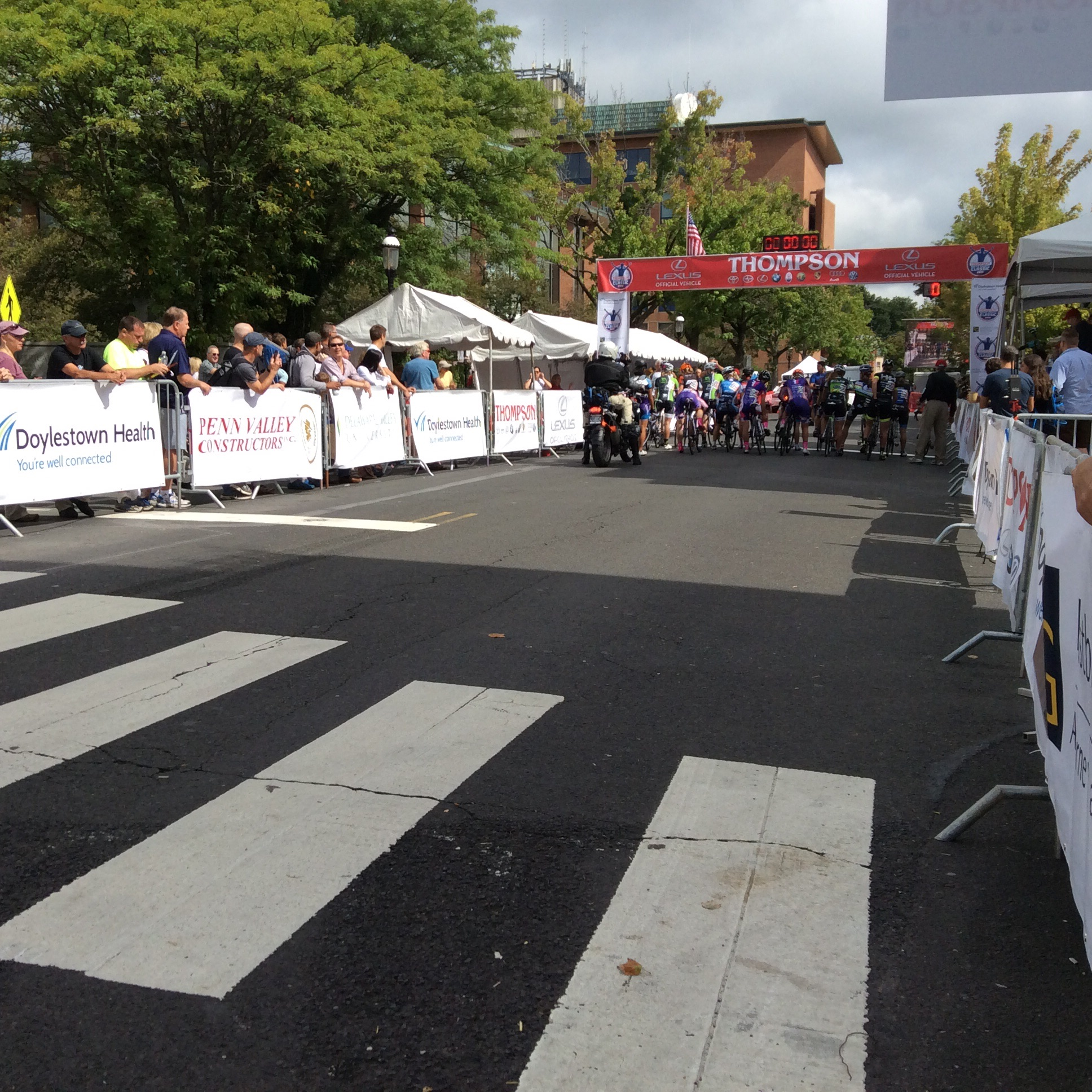 The start of the women's professional race.