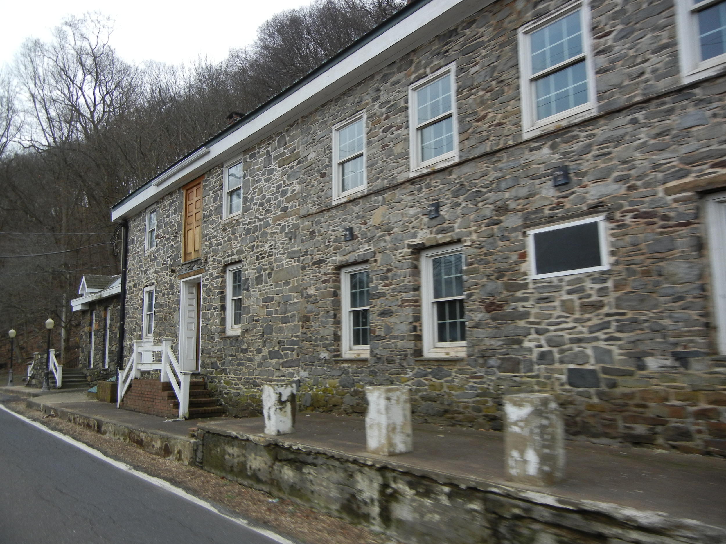 The shuttered Mountainside Inn, which proclaims to be one of the oldest inns in America.