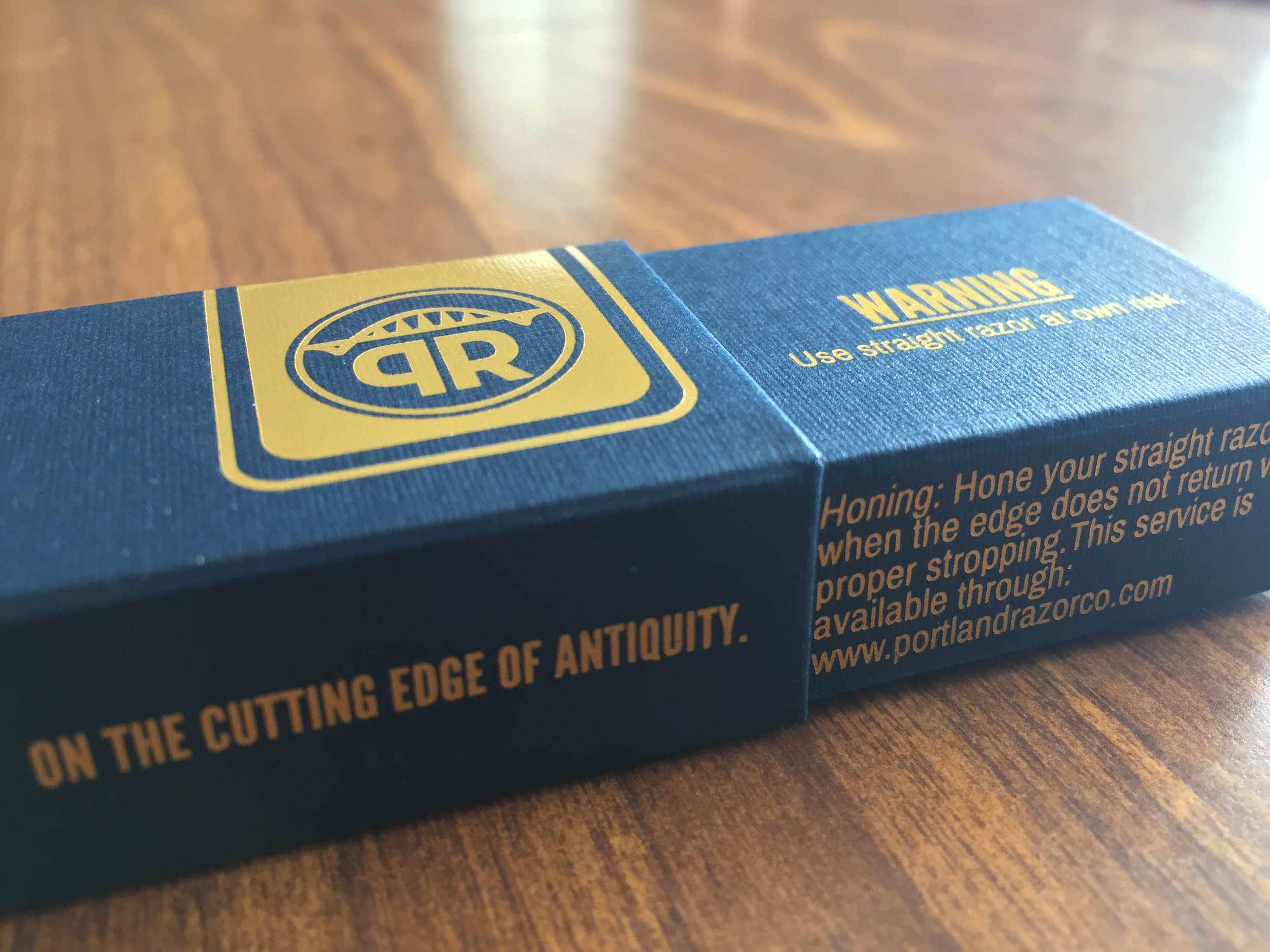 The box in which the razor comes features a warning about the risks of wet shaving.
