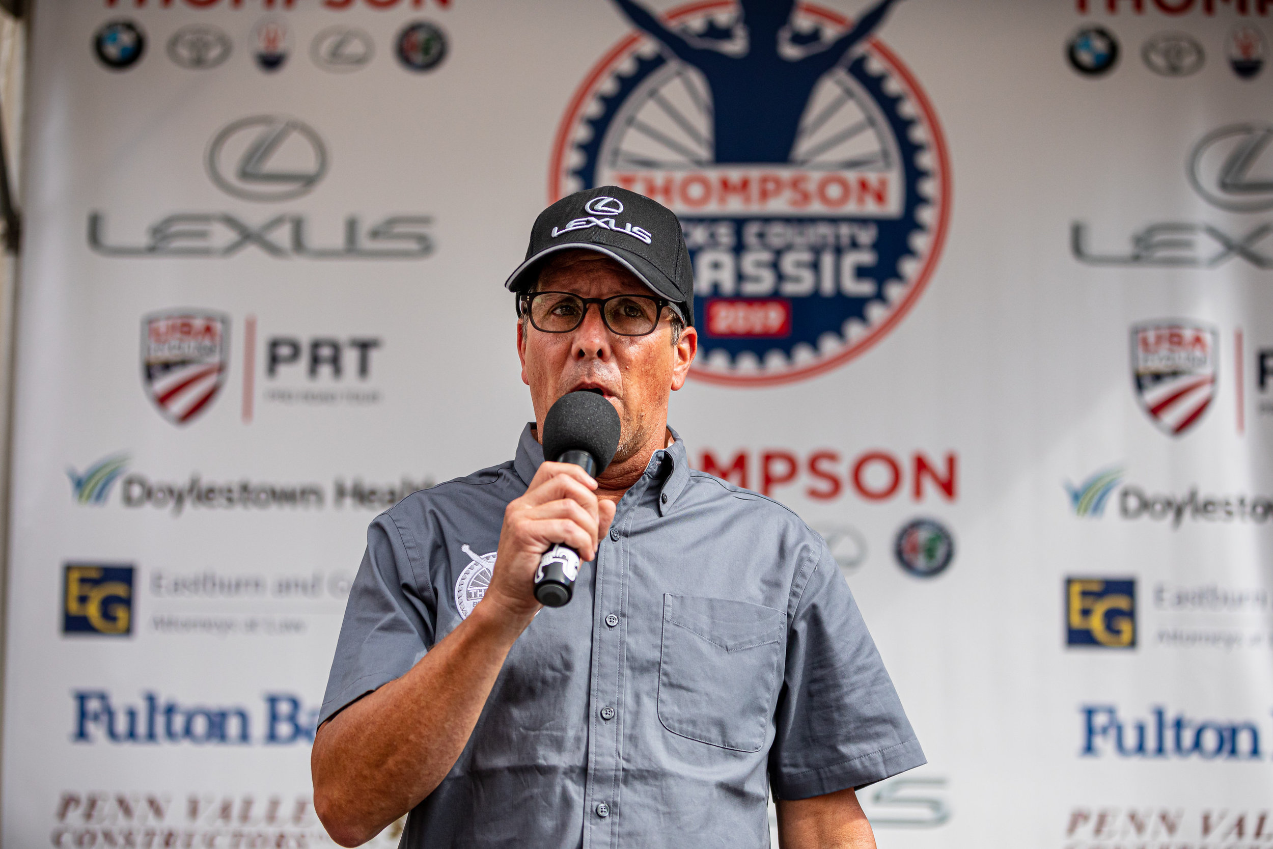 Announcer Gary Thornton (@velorambling) called the races all day. Photo courtesy   Mike Maney  .