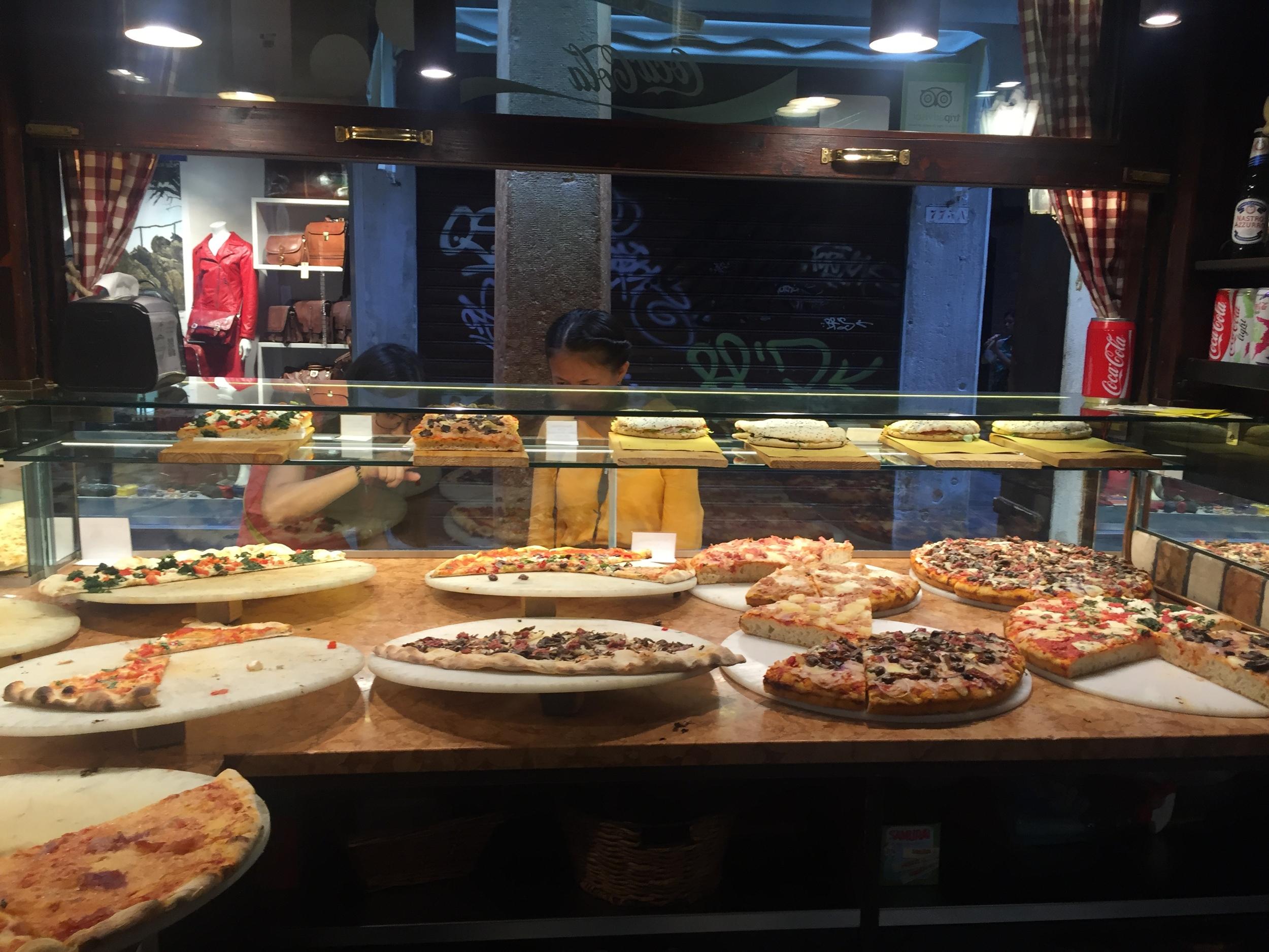 Pizza to go - Venice Travel Guide