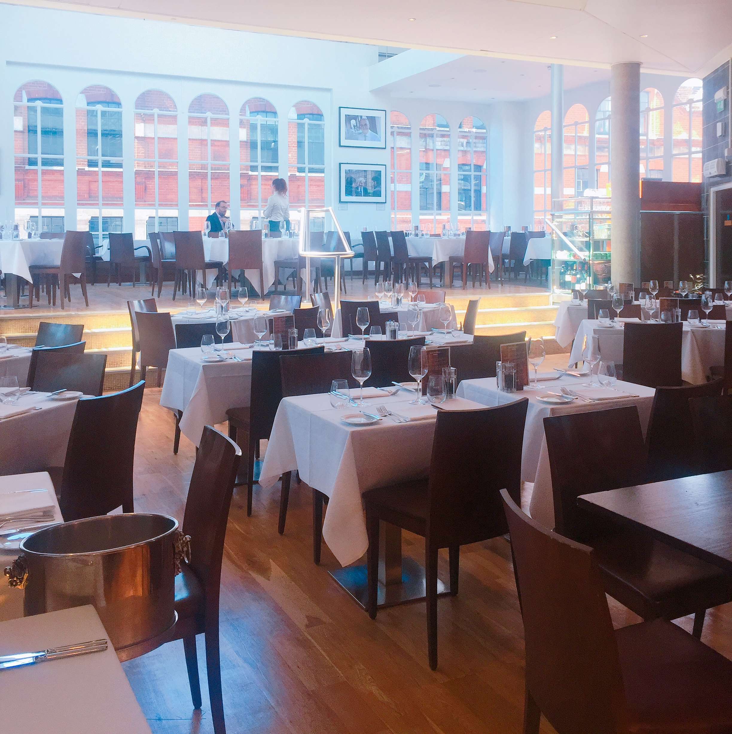 Roast restaurant - video review