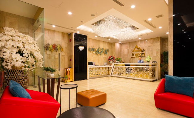Aaron Hotel reception