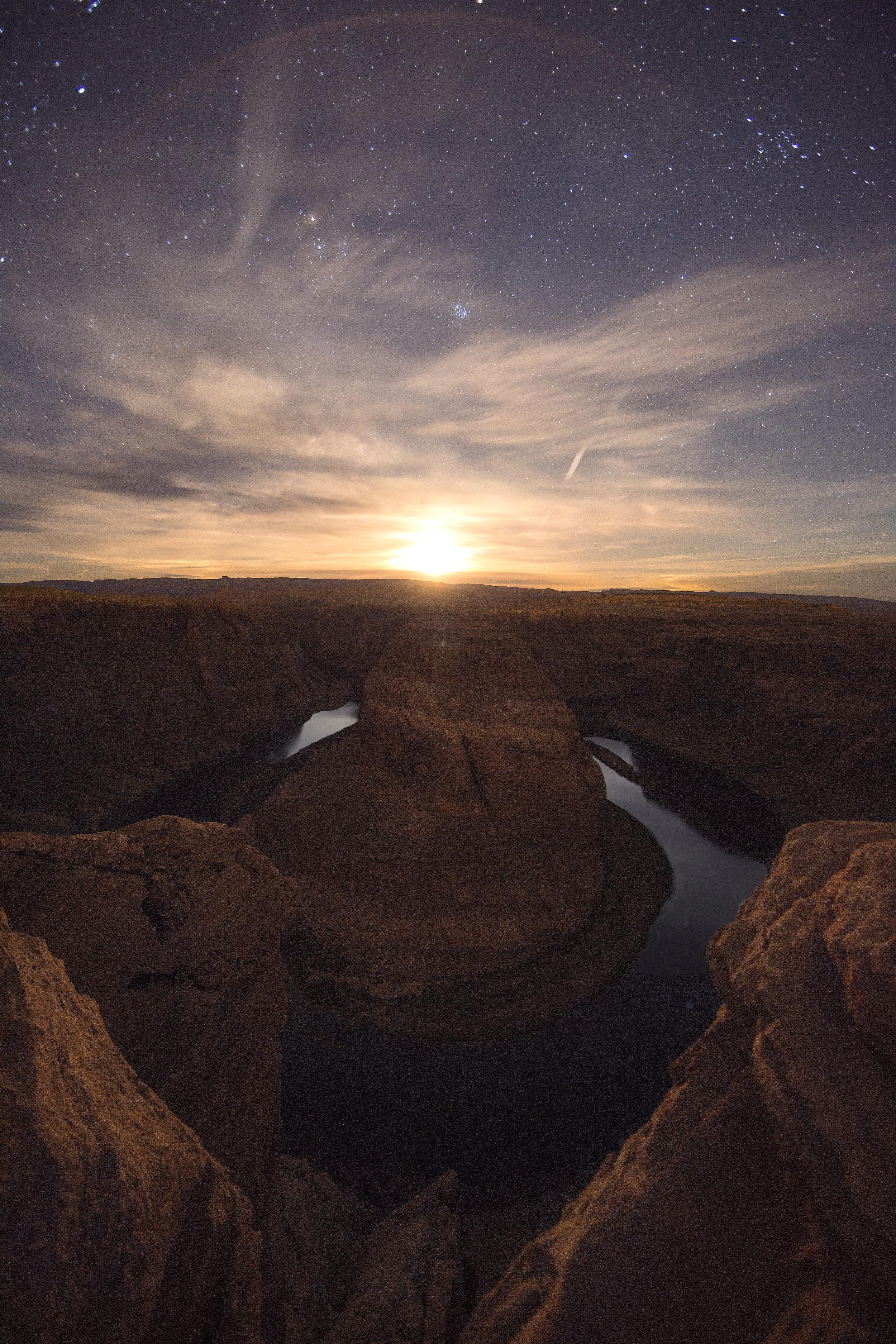 Moonset at Horseshoe Bend in Page, Arizona