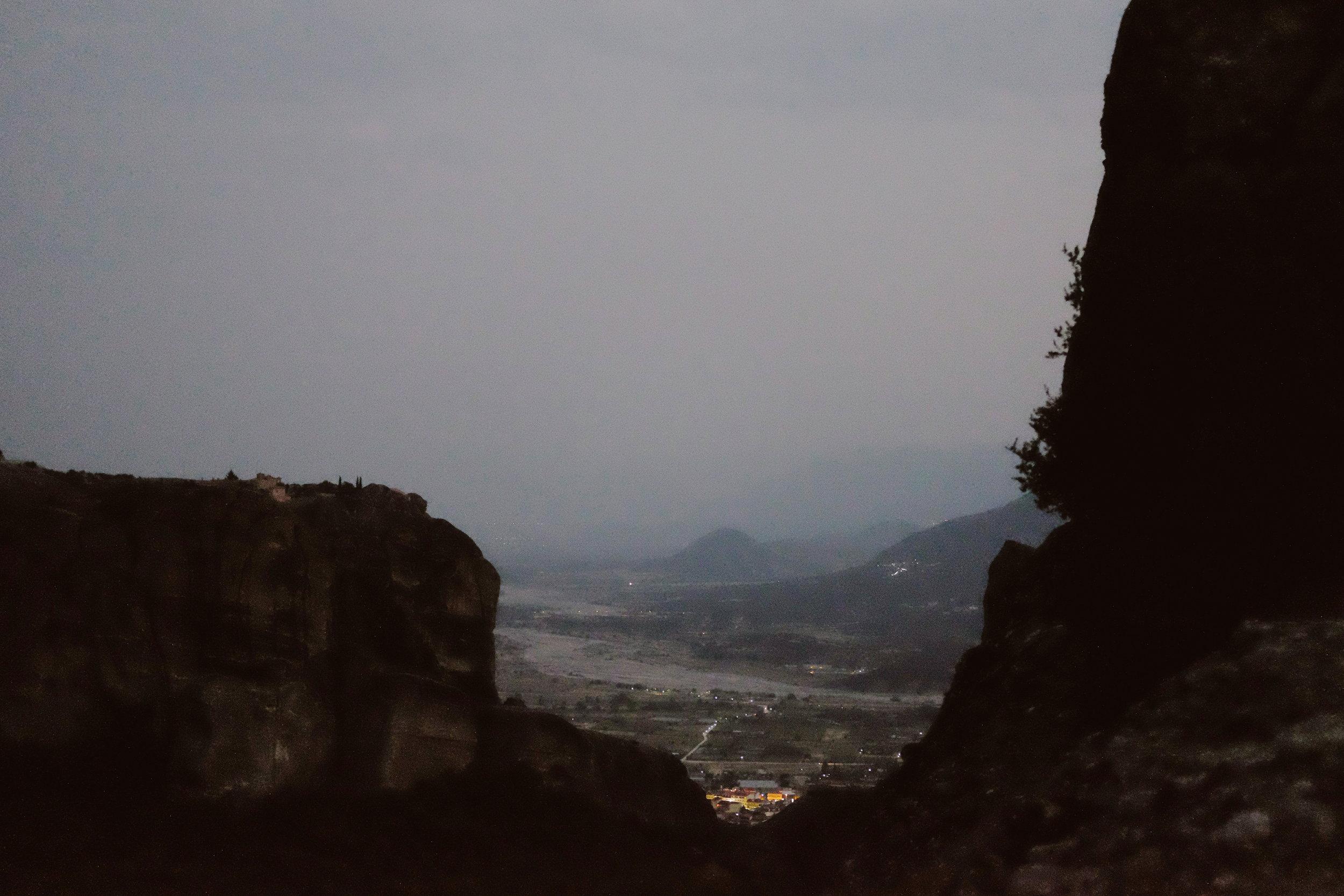 evening-rock-formations-town-lit-up-below-transcontinentalrace06