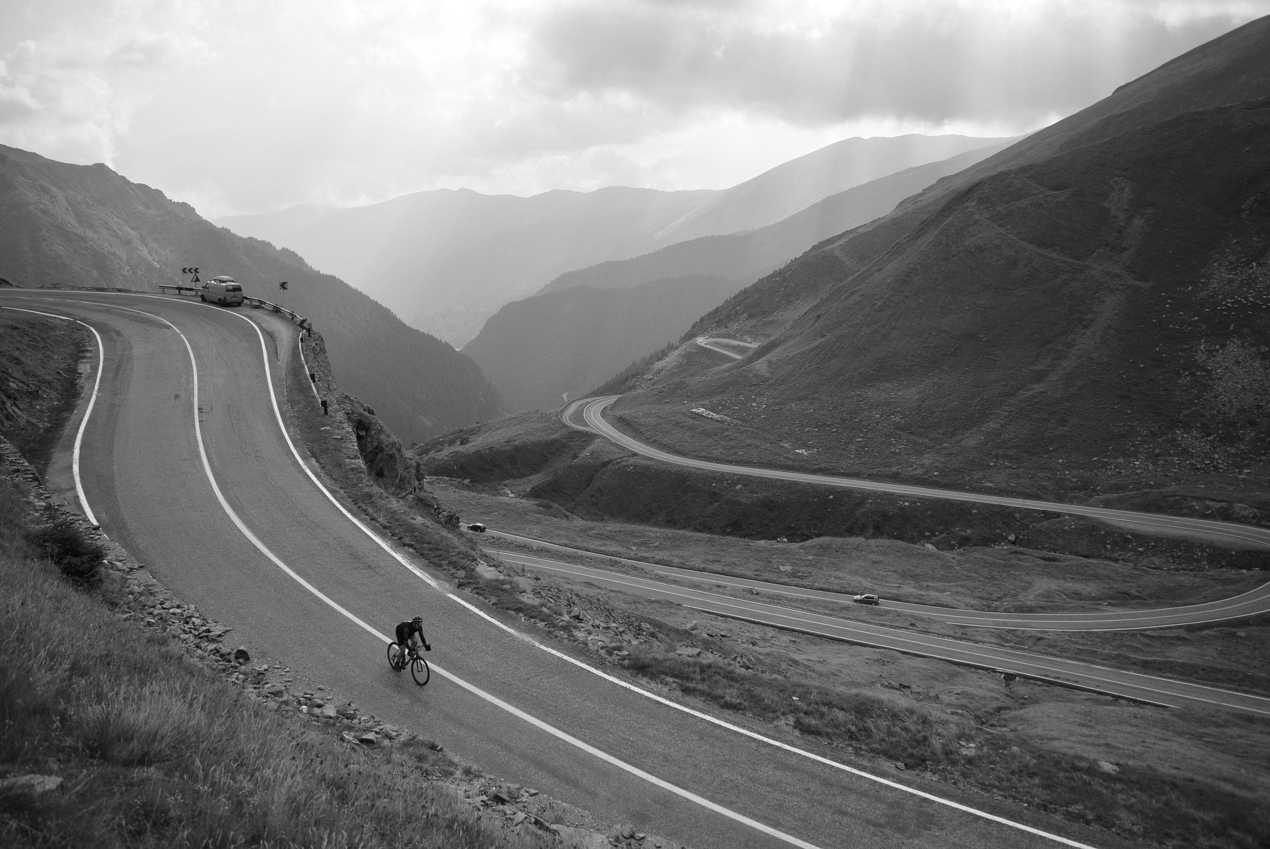 man-bicycle-sweeping-downhill-transcontinentalrace06