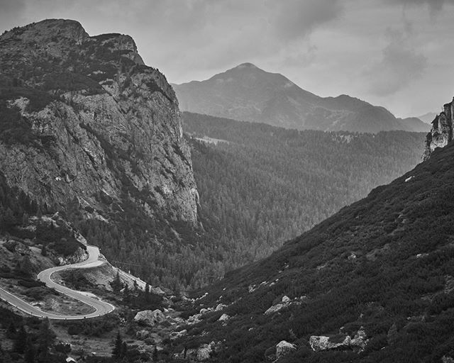 Supported by @pedaledjapan Control Point 3 will be located between the beautiful passes of the Dolomites and the high peaks of the Ötztal Alps who's summits form part of the border between State of Tyrol in Austria and Italy. Photo credit @camillejmcmillan  #TCRNo7 #dressliveride #apidura #gothedistance #fizikofficial