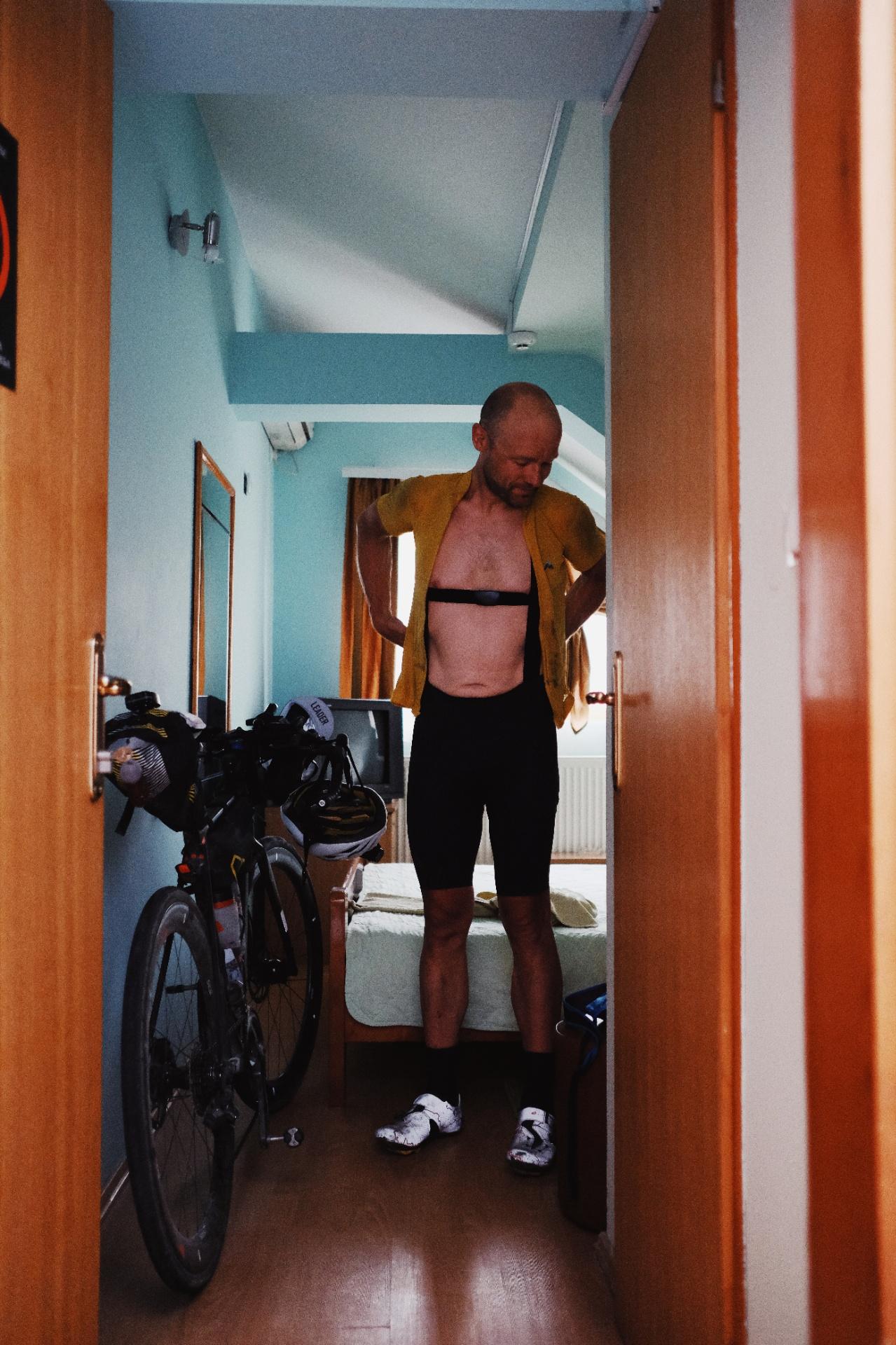 Björn checks into his room at CP2.