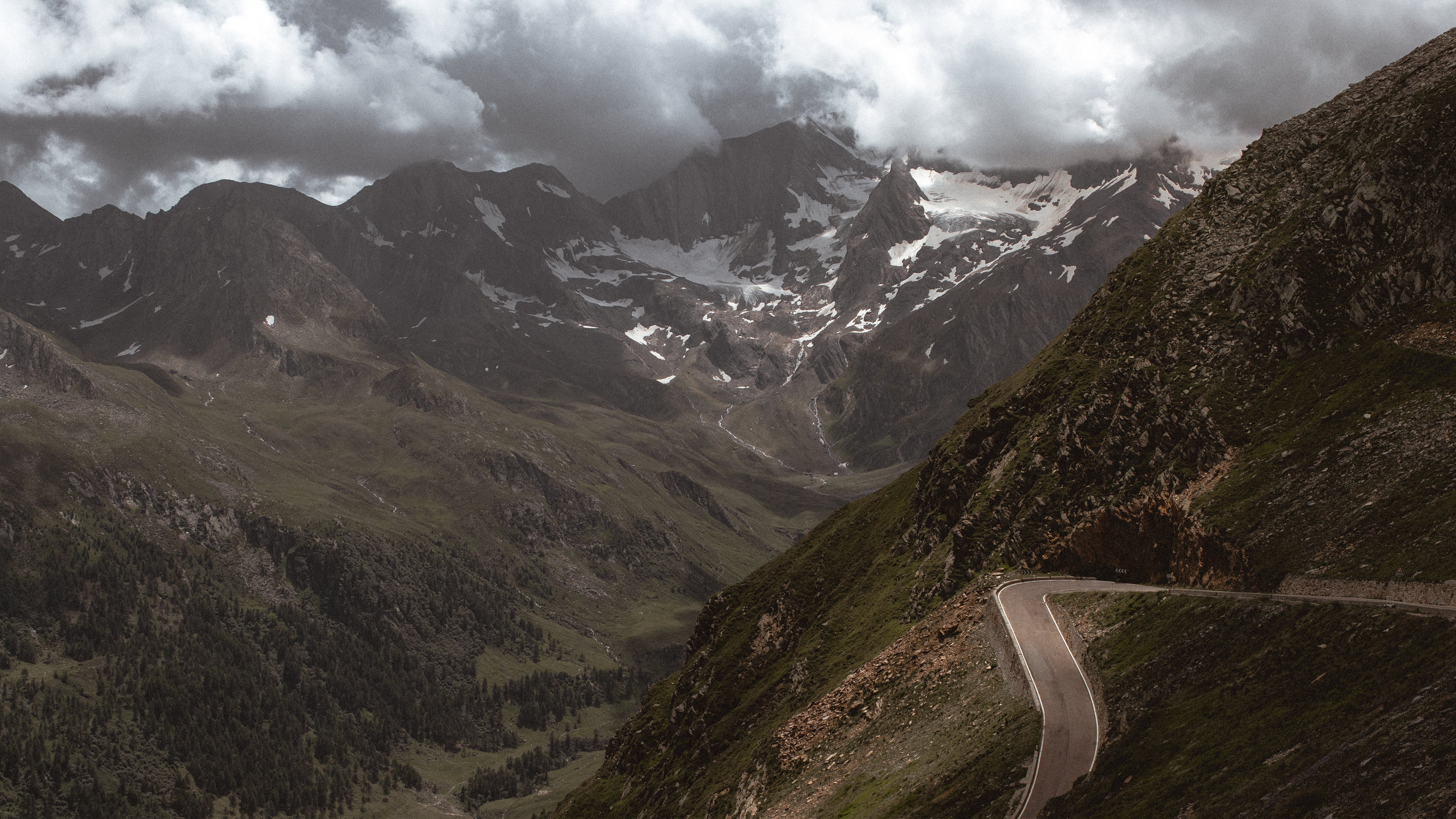 The Timmelsjoch / Passo del Rombo. Photo: Angus Sung©