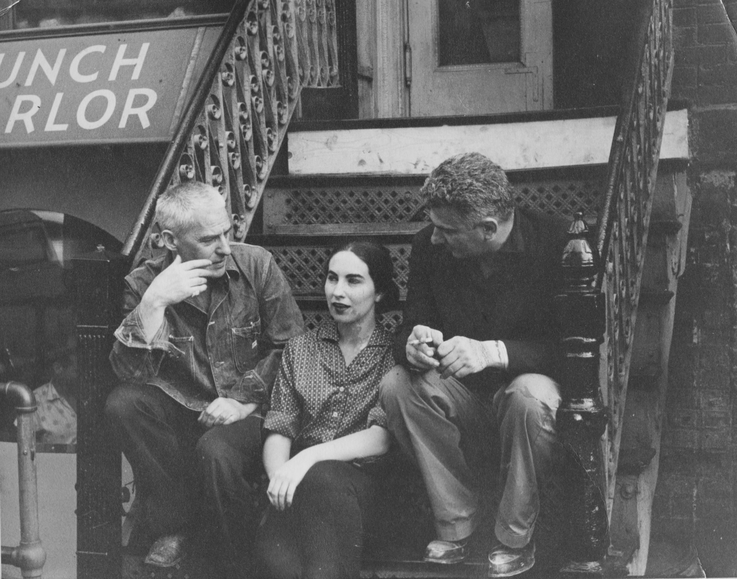 Seated with de Kooning and Spaventa on a 10th Street stoop, circa 1961